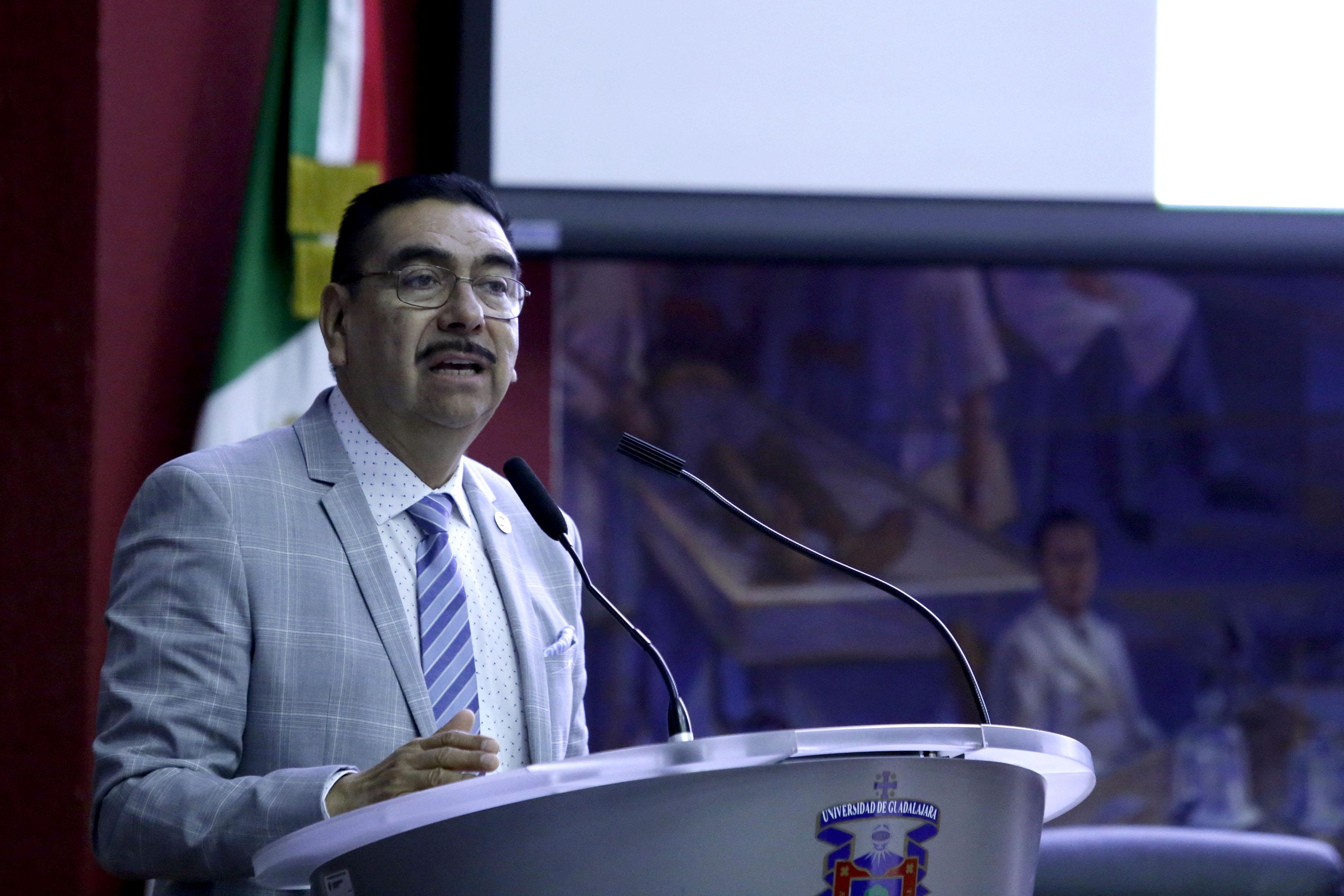 Dr. Francisco Cadena Santos, Presidente de la Federación Mexicana de Facultades y Escuelas de Enfermería, AC., ofreciendo discuro