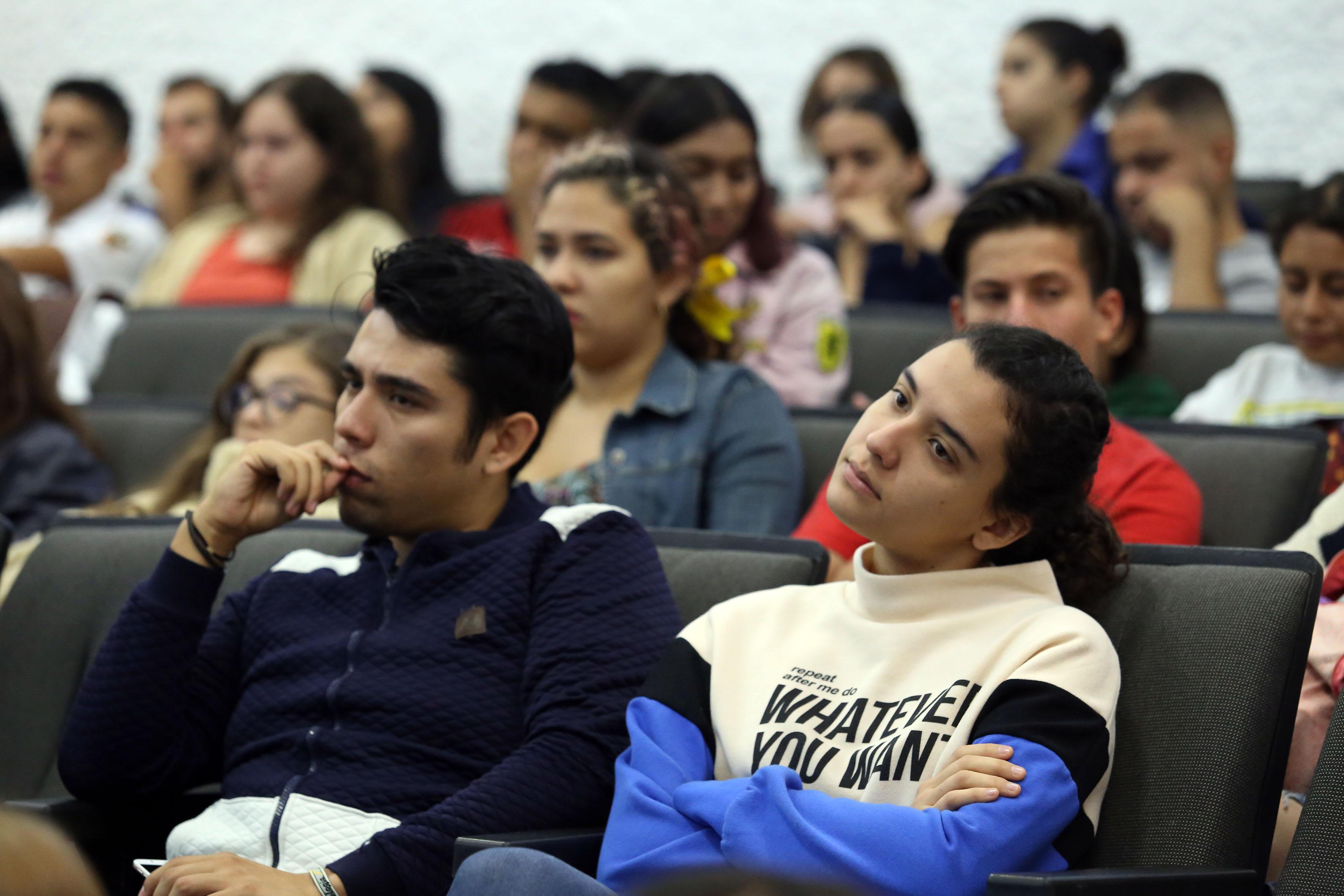 Alumnos asistentes al Foro
