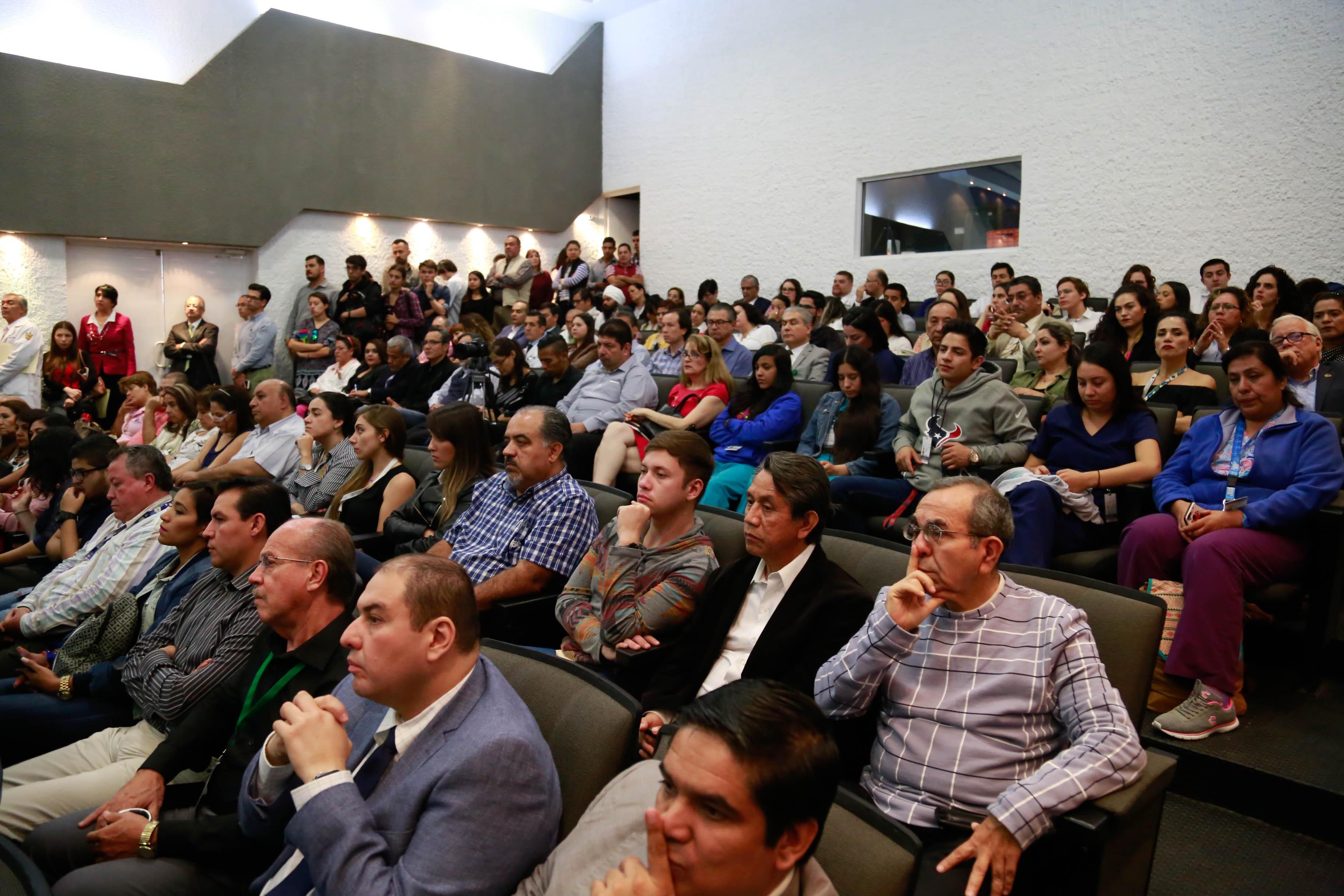 Vista del auditorio lleno