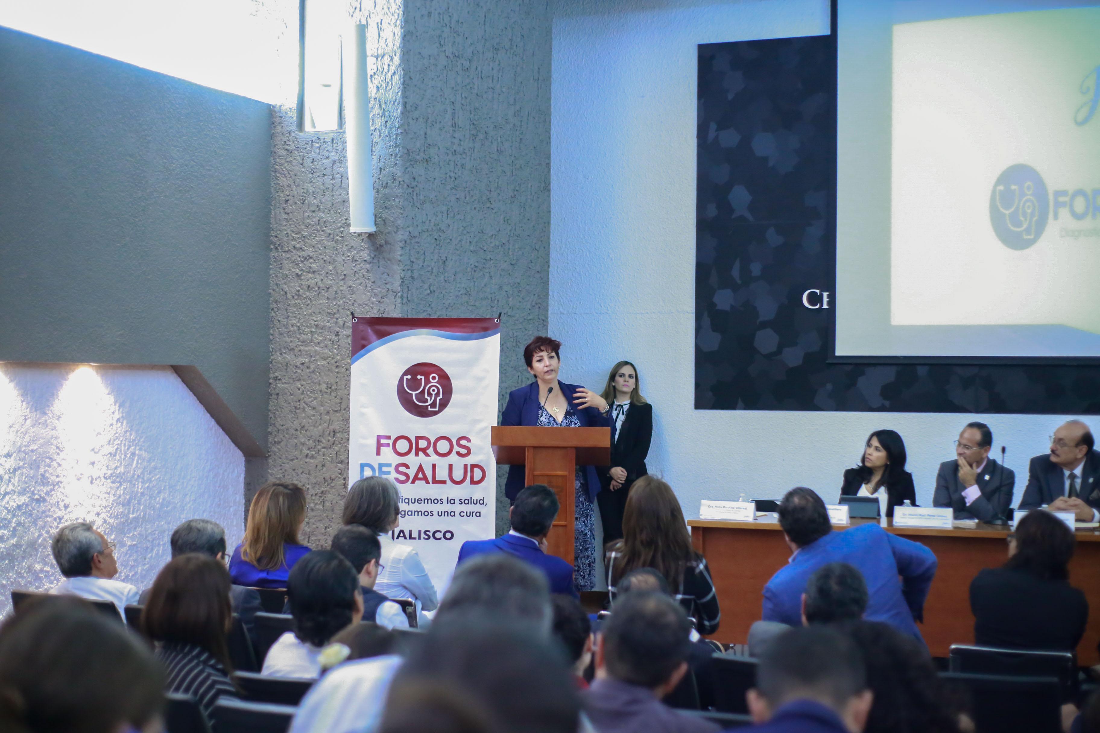 Diputada Consuelo Robles haciendo uso de la voz