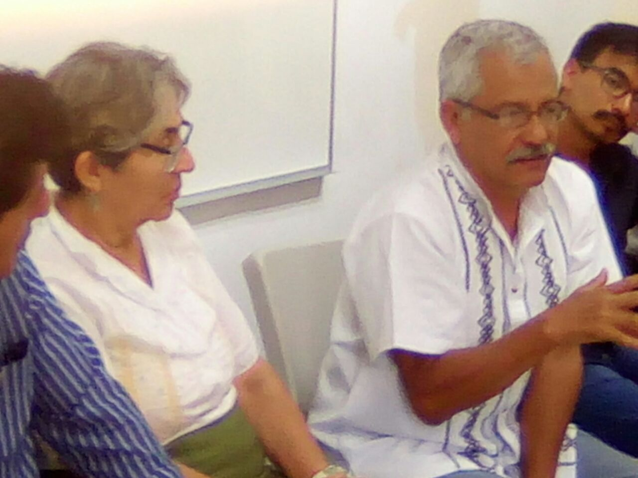 Juan Manuel Negrete participando en el conversatorio