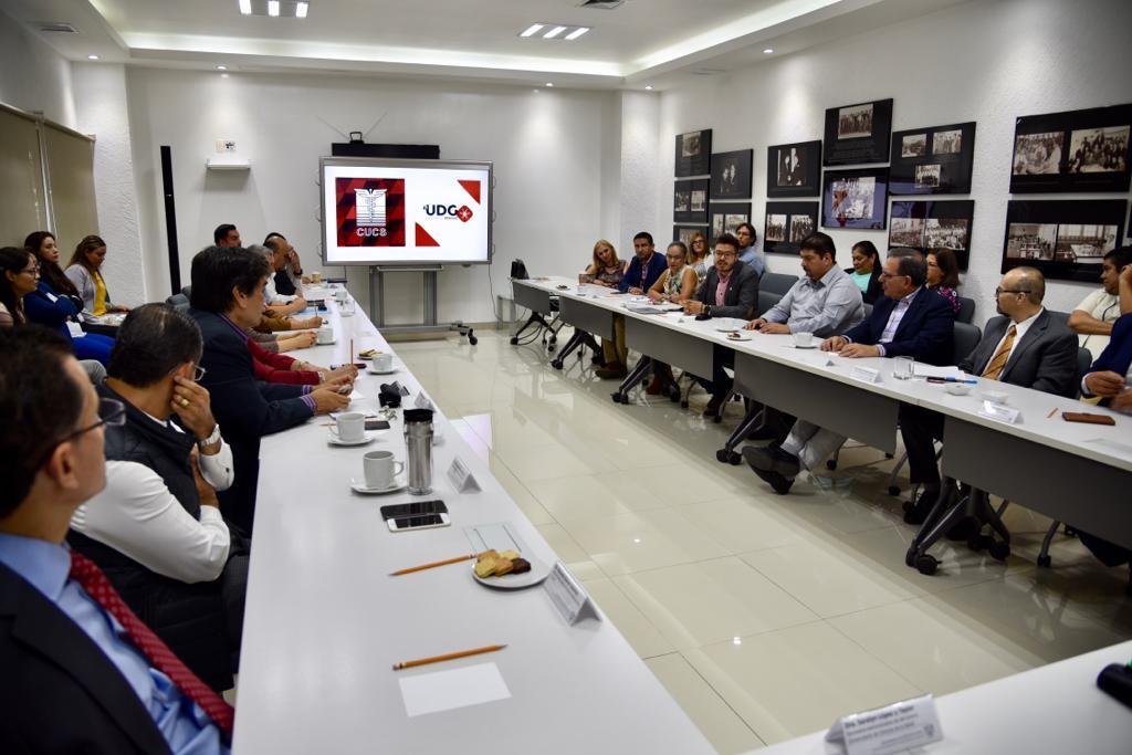 Reunión de directivos del CUCS sobre dengue, toma de la sesión de trabajo