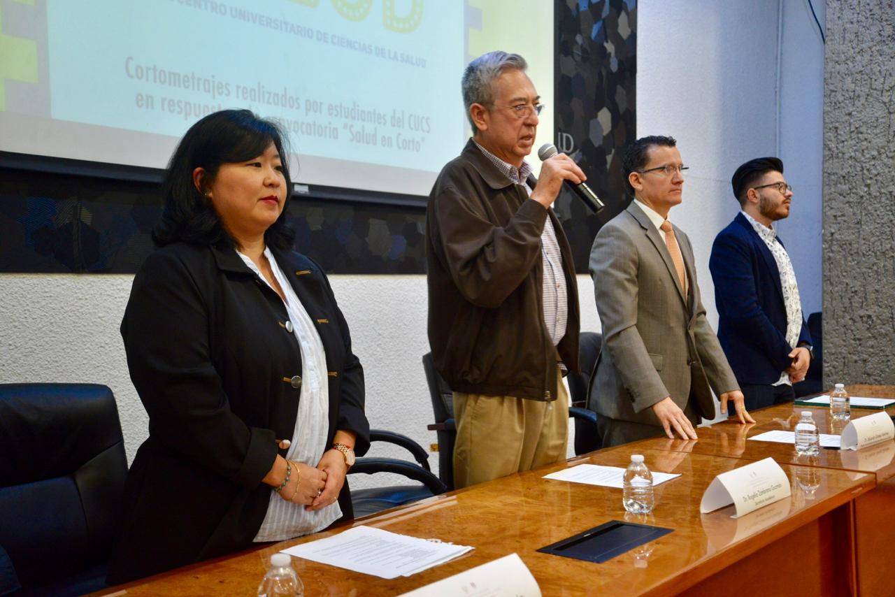 Dr. Rogelio Zambrano inaugurando Concurso Salud en Corto