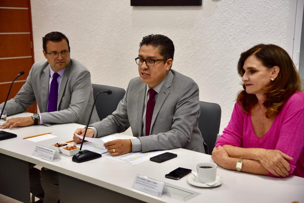 Rector del CUCS, secretario Académico y secretaria Administrativa