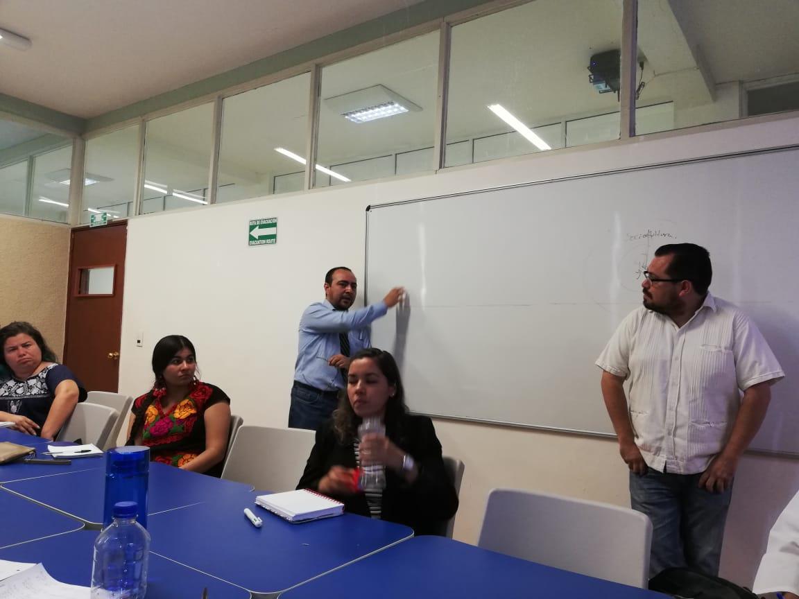 Ponente 3 Universidad de Guanajuato impartiendo seminario