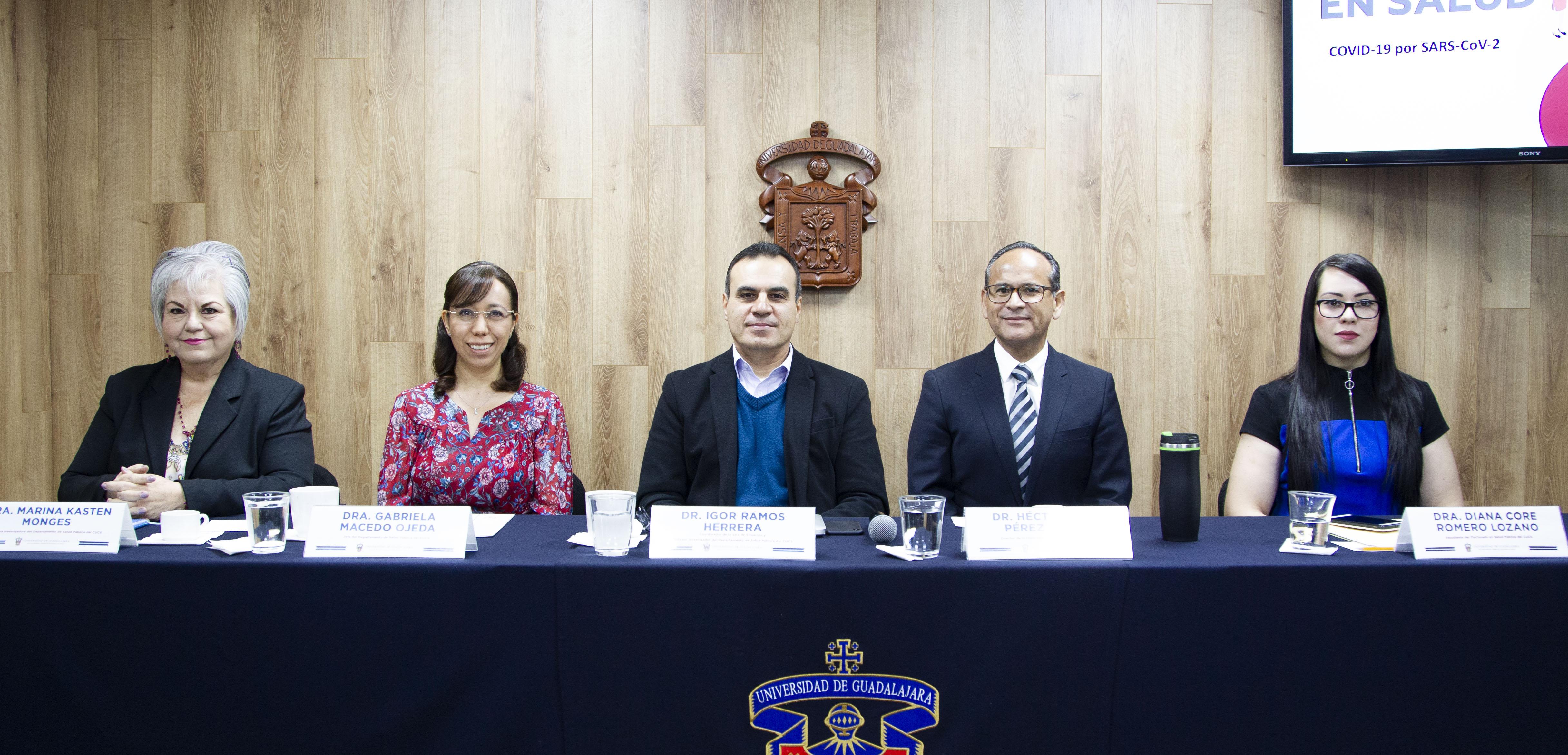 Miembros del presídium en la rueda de prensa