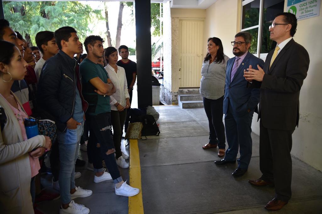 Director Primera División se dirige a los alumnos