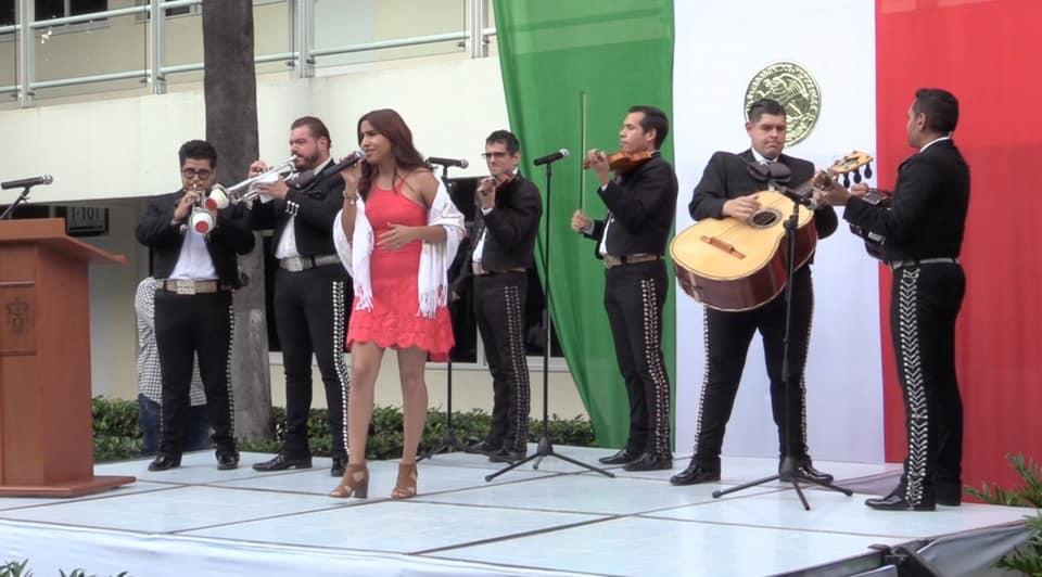Alumna cantando
