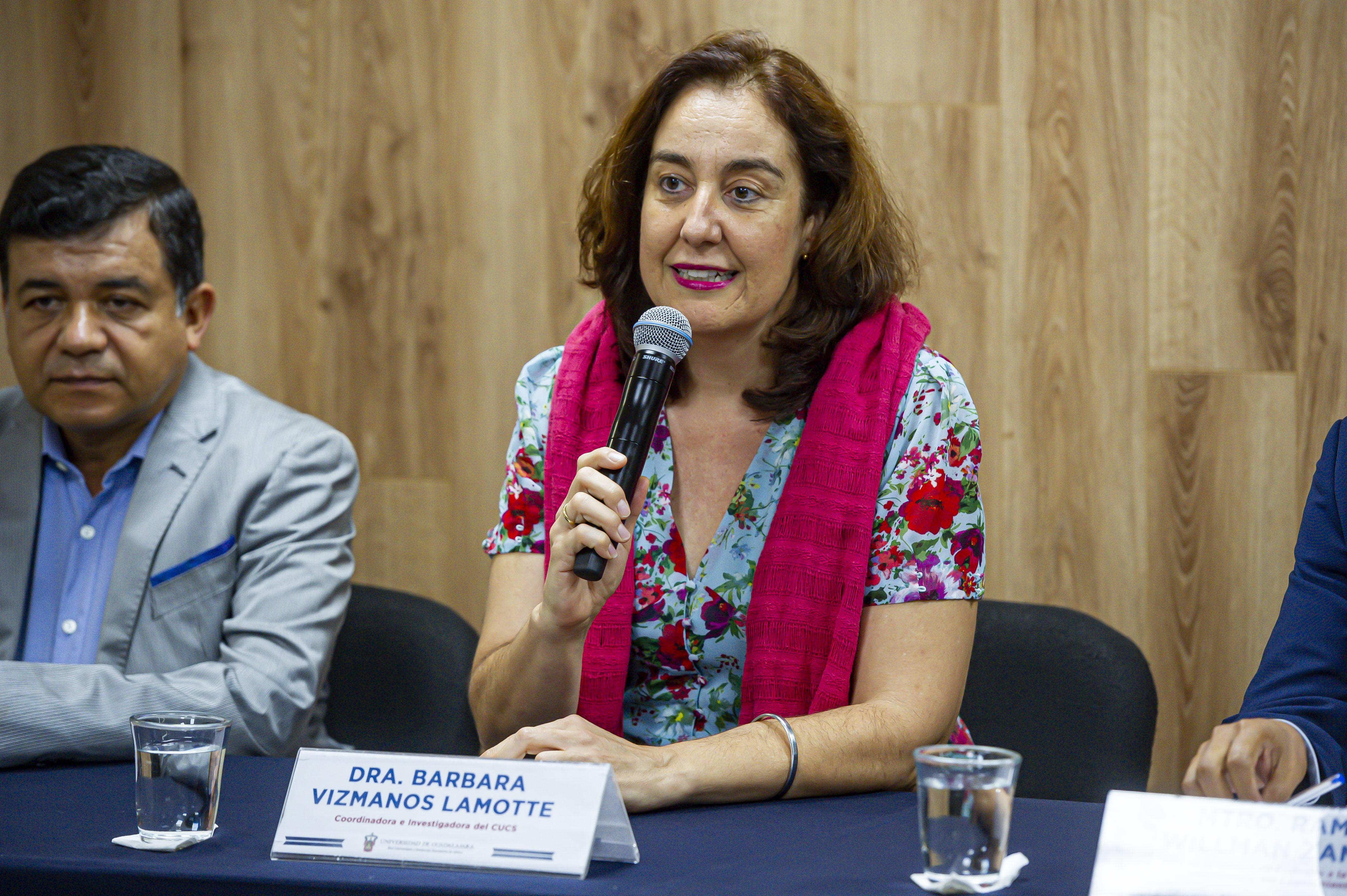 Dra. Barbara Vizmanos haciendo uso de la voz