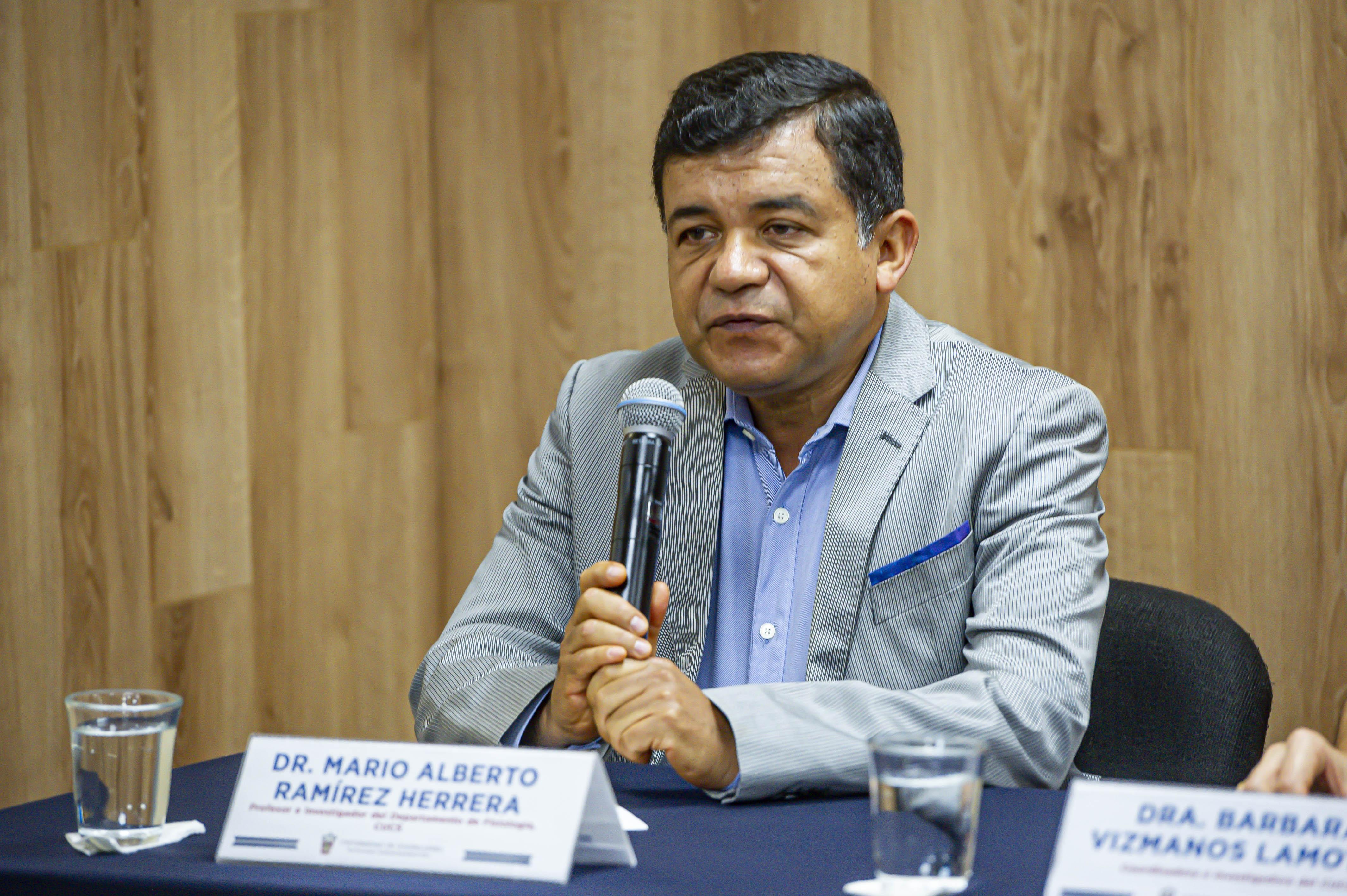 Dr. Mario Alberto Ramírez haciendo uso de la voz
