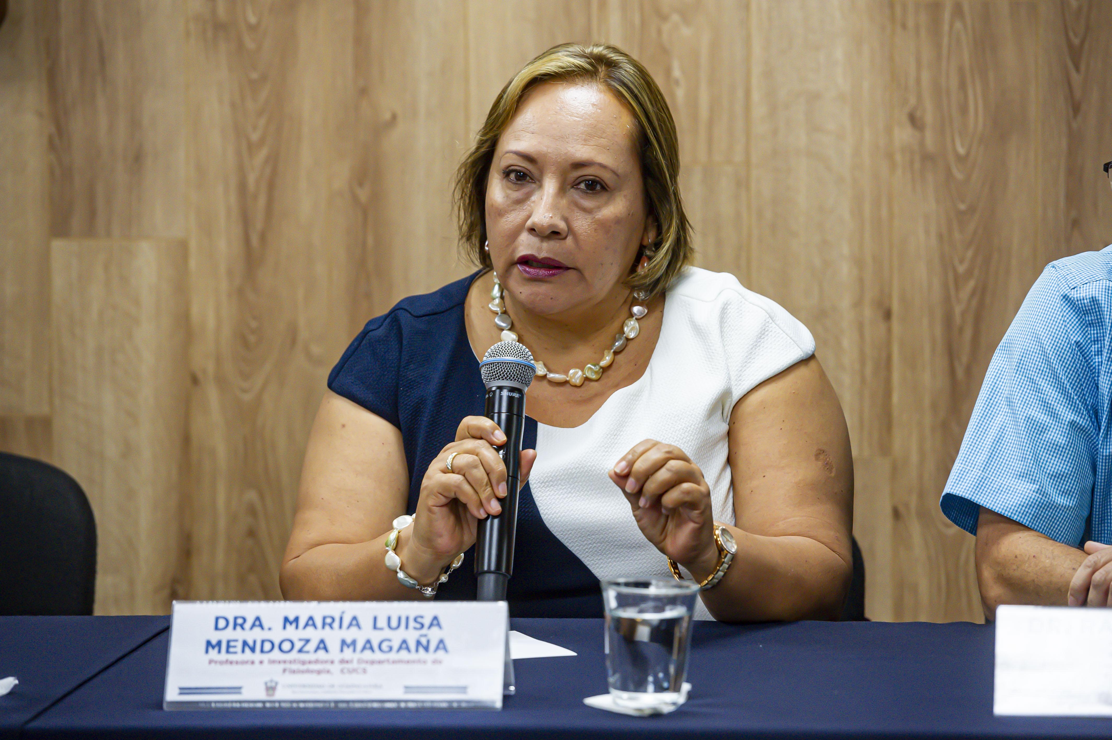 Dra. Maria Luisa Mendoza haciendo uso de la voz