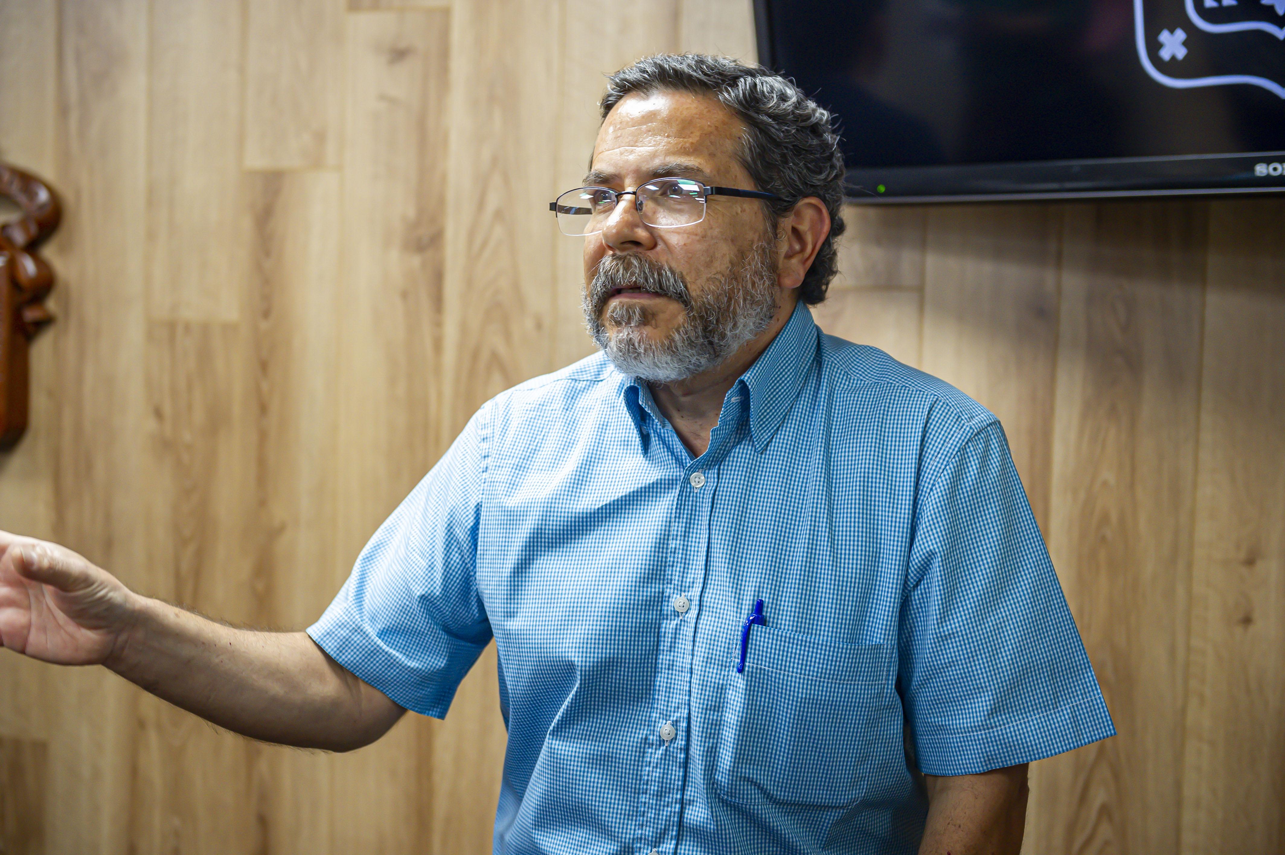 Dr. Rafael Cortés haciendo uso de la voz