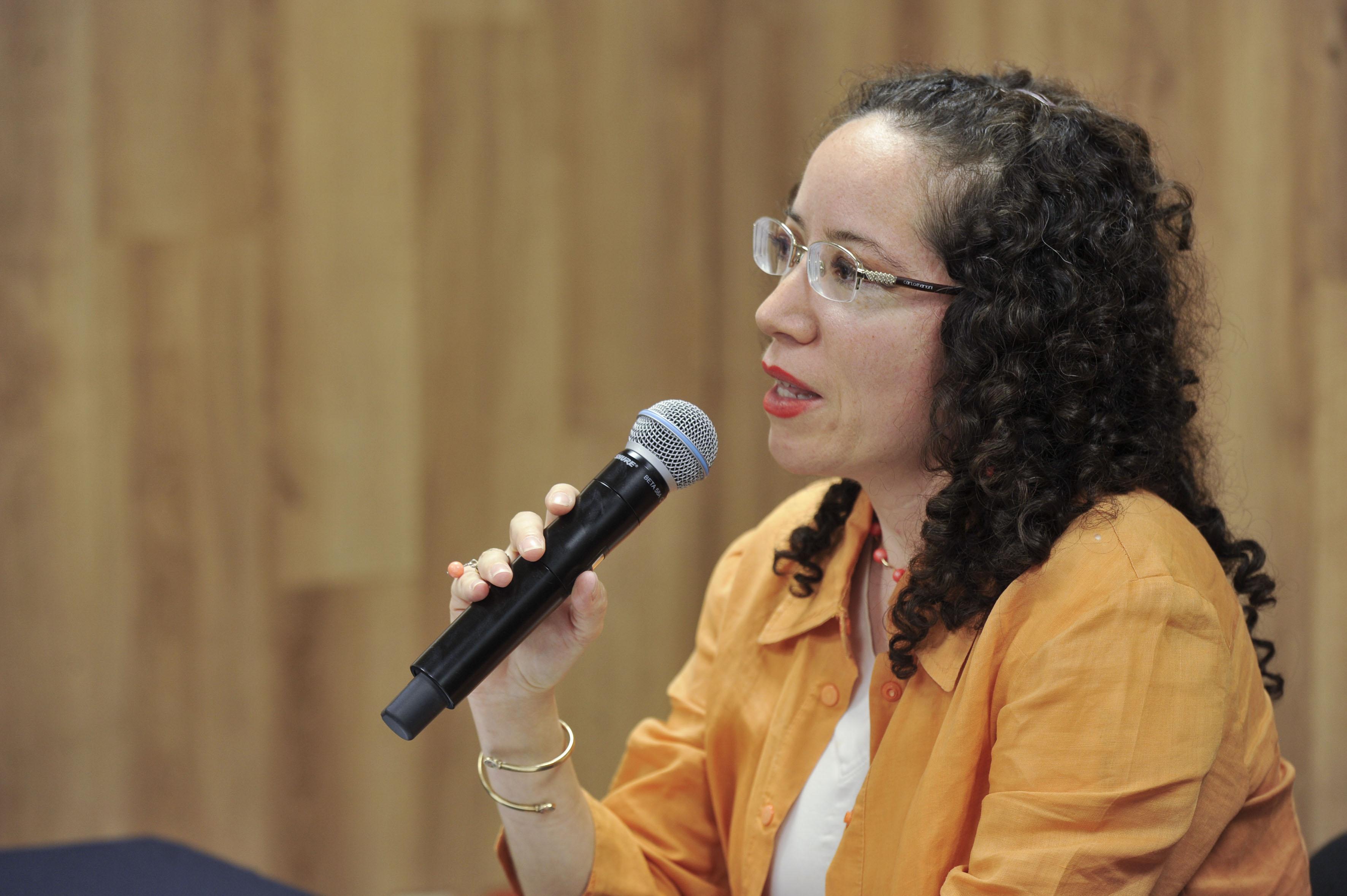 Dra Elizaabeth Sevilla en Rueda de Prensa