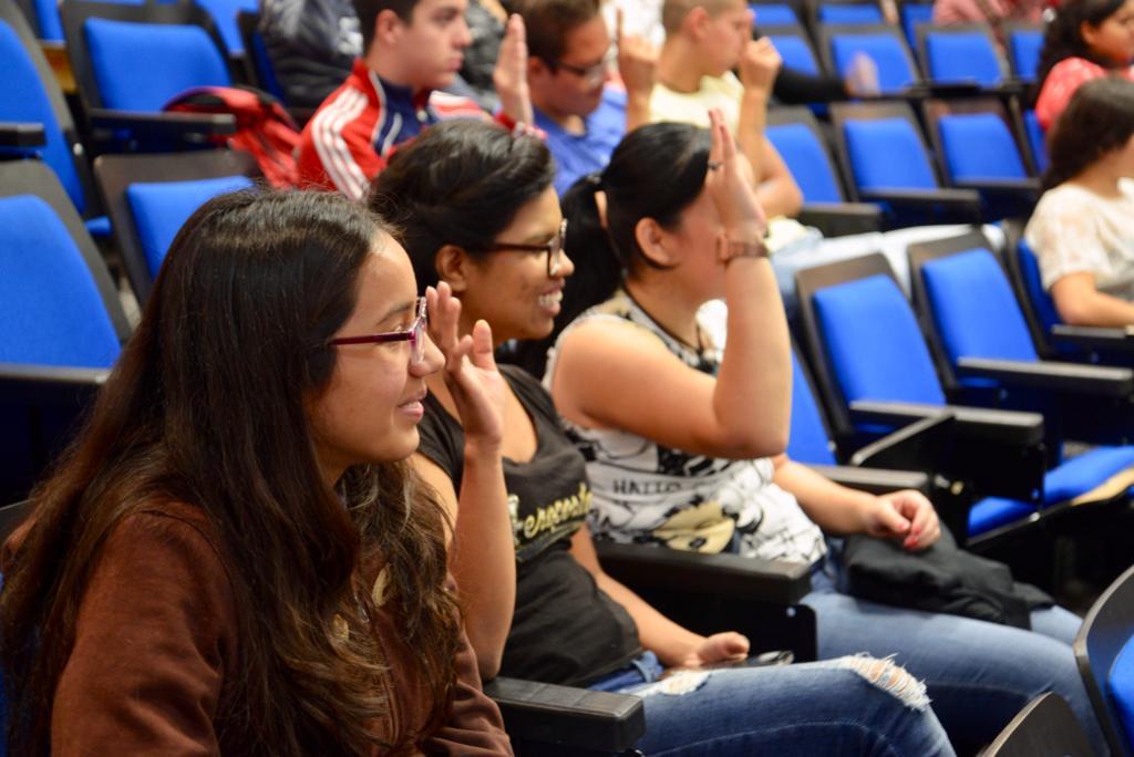 Alumnos participando en las dinámicas