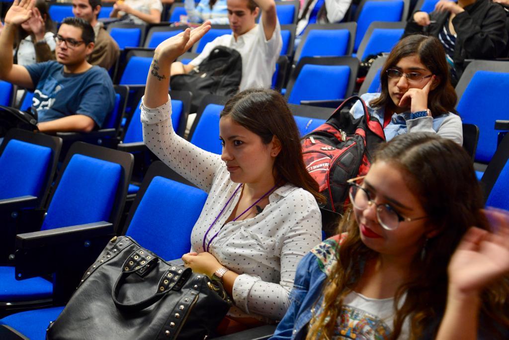 Alumnas participando en el curso