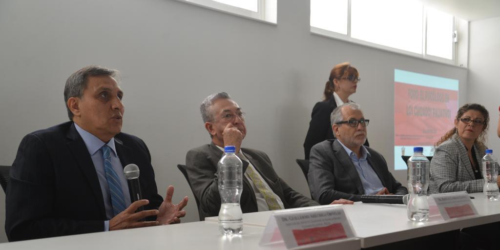 Dr. Guillermo Aréchiga ofreciendo discurso en el acto inaugural