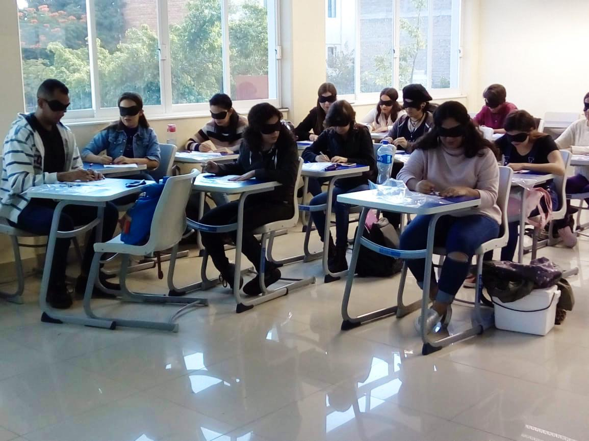 Alumnos participando en taller de inclusión