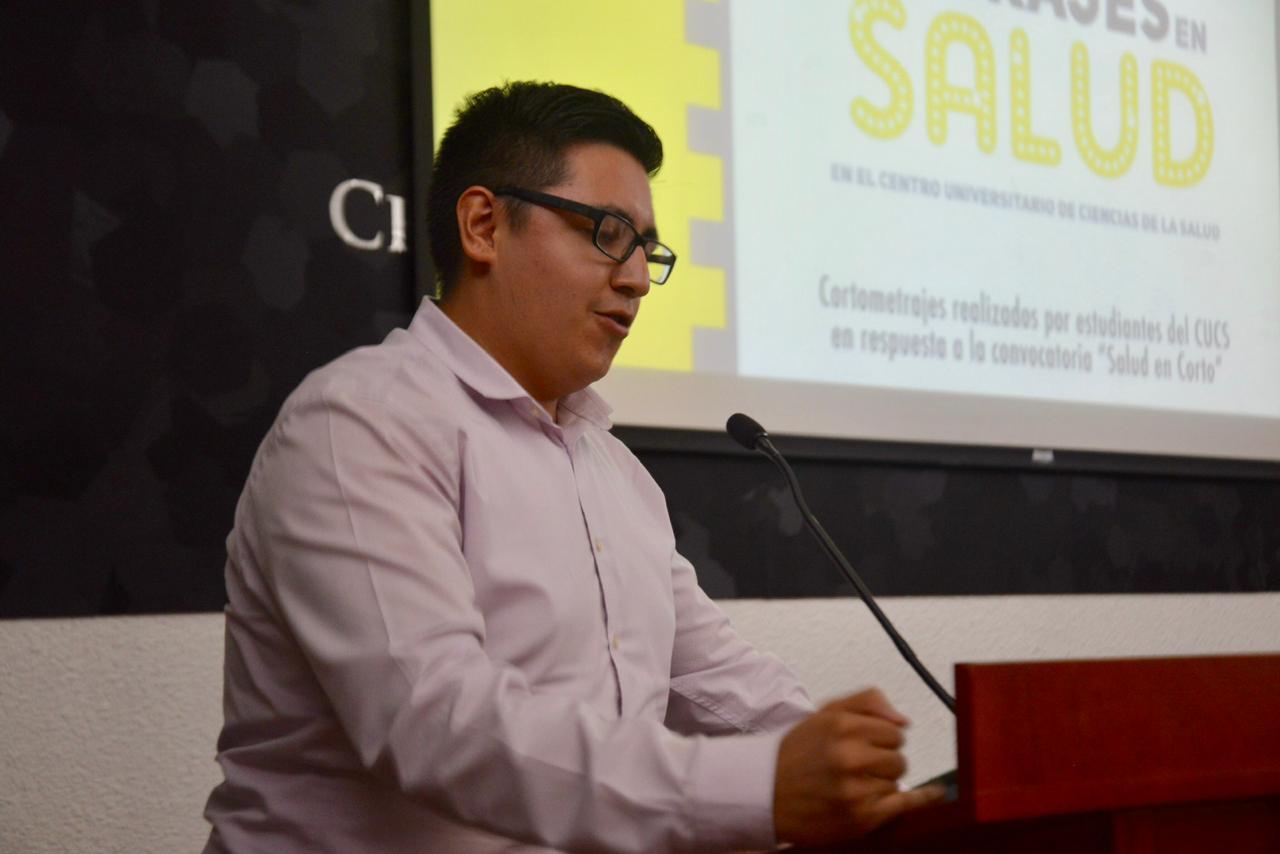 Luis Alejandro Méndez primer lugar haciendo uso de la voz en el podio