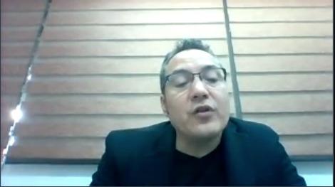 Captura de pantalla del Dr. Arturo González Lozano impartiendo conferencia