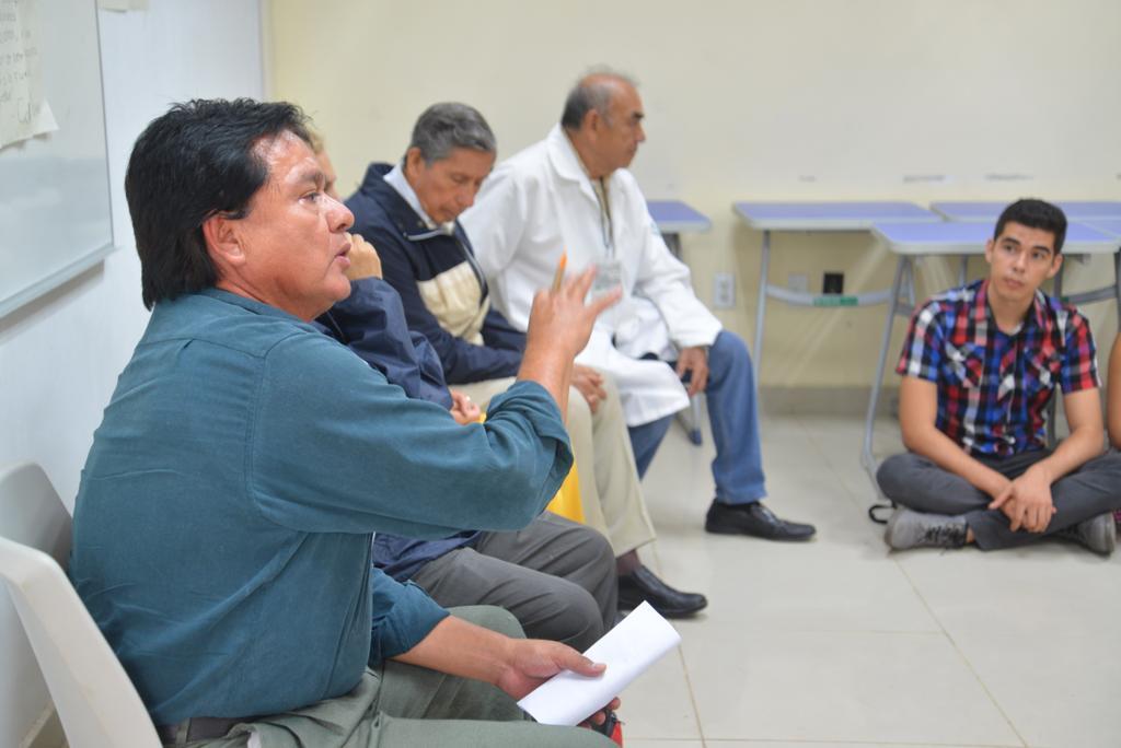 Mtro Sergio Molina exponiendo durante el Conversatorio