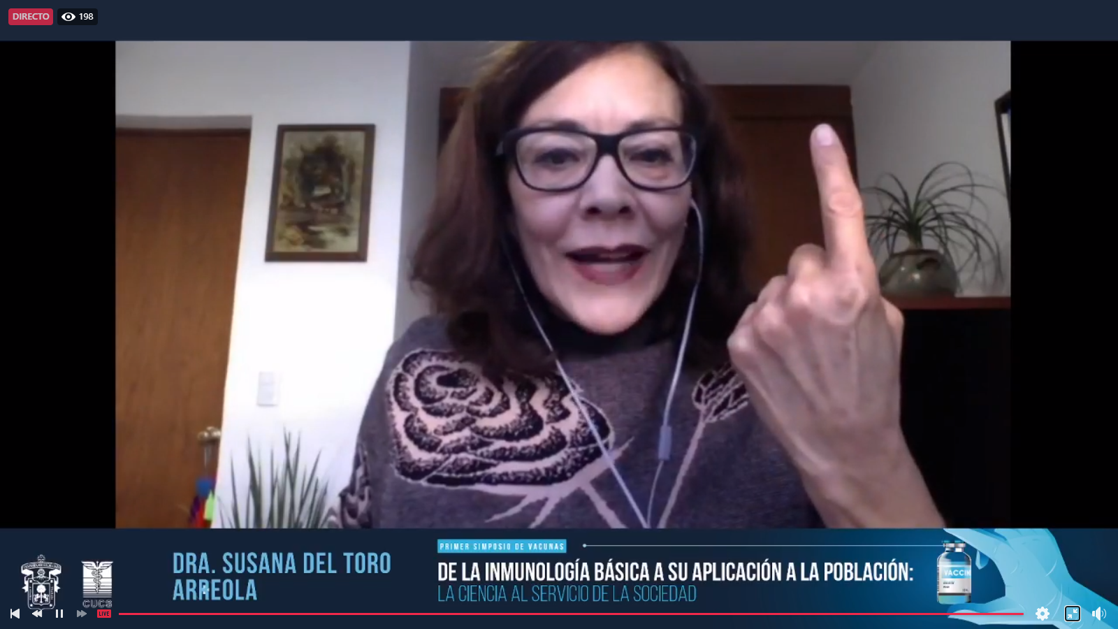 Captura de pantalla de la  Dra. Del Toro, panelista del evento