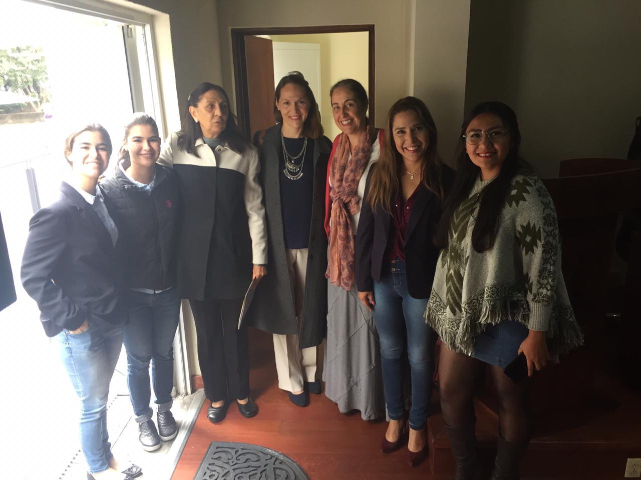 Mtra. Sofía Morfín acompañada de colaboradores