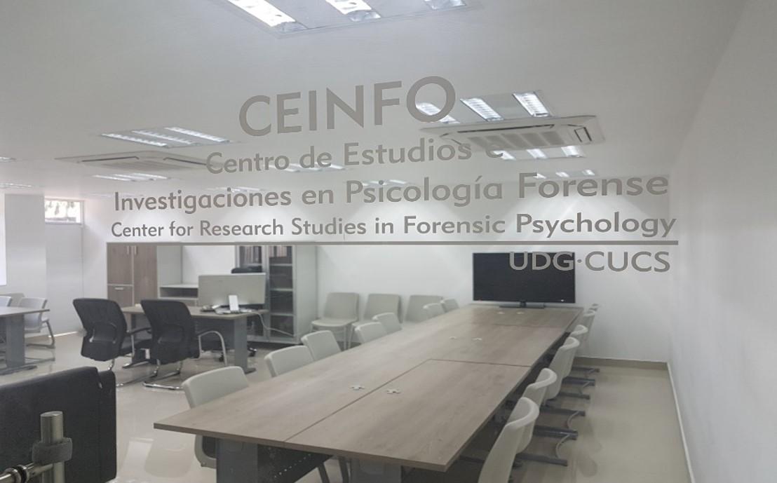 Vista del Rótulo del CEINFO en puerta de acceso