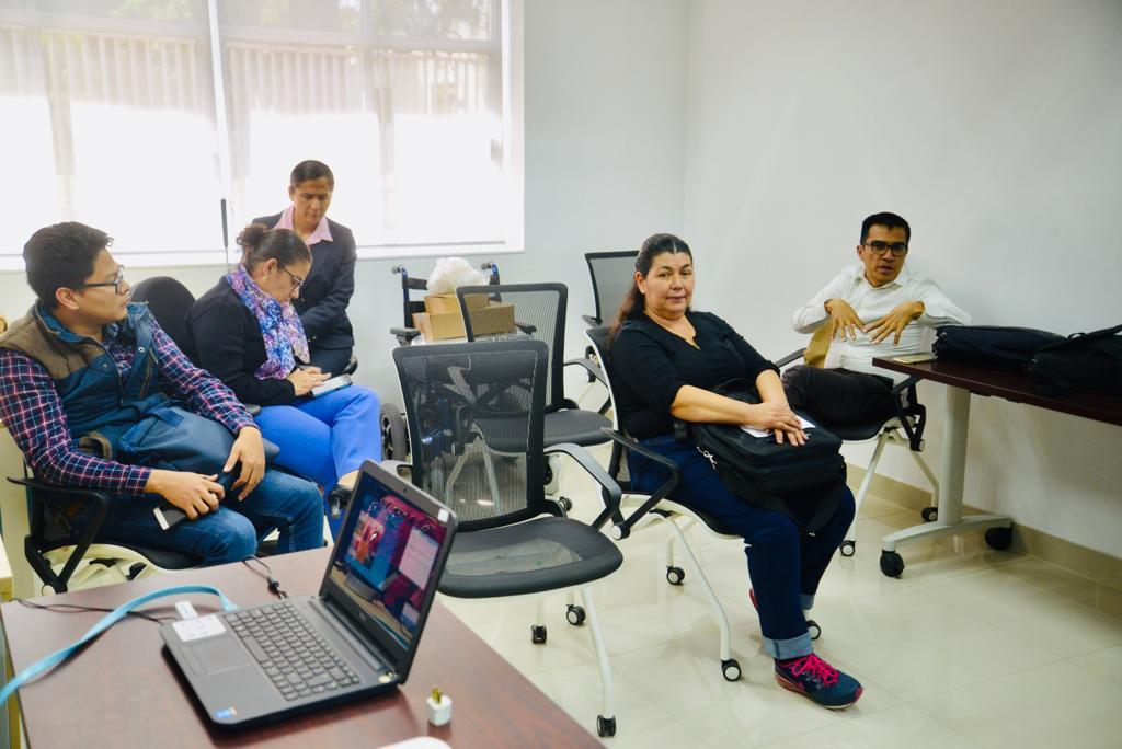 Participantes del taller entre los que se encuentran docentes del cucs