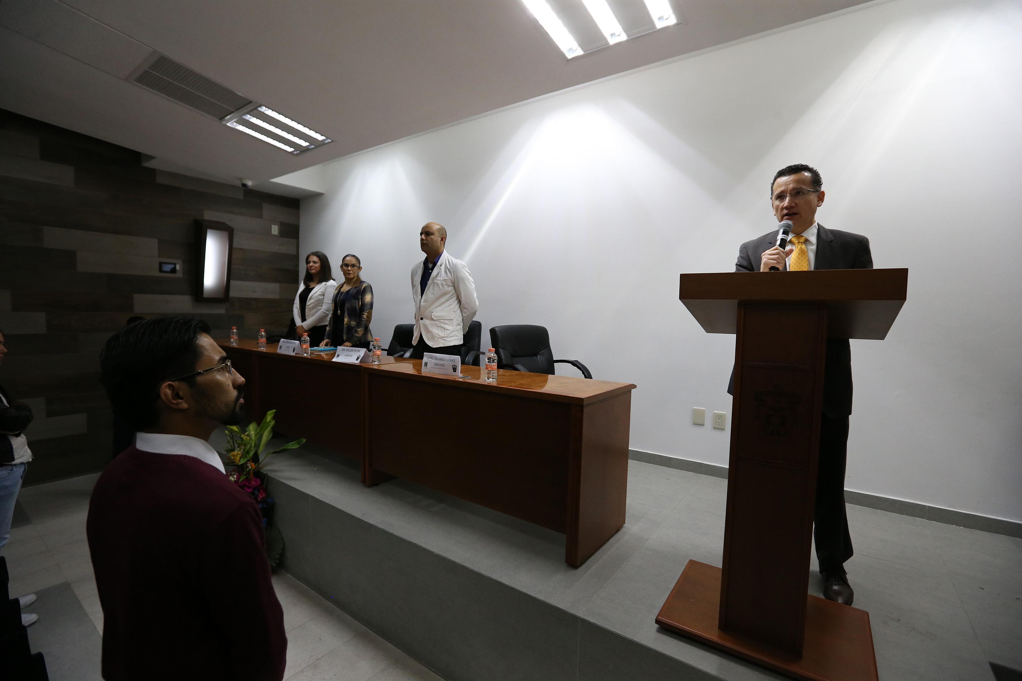 Dr. Eduardo Gómez declarando inaugurado el Coloquio