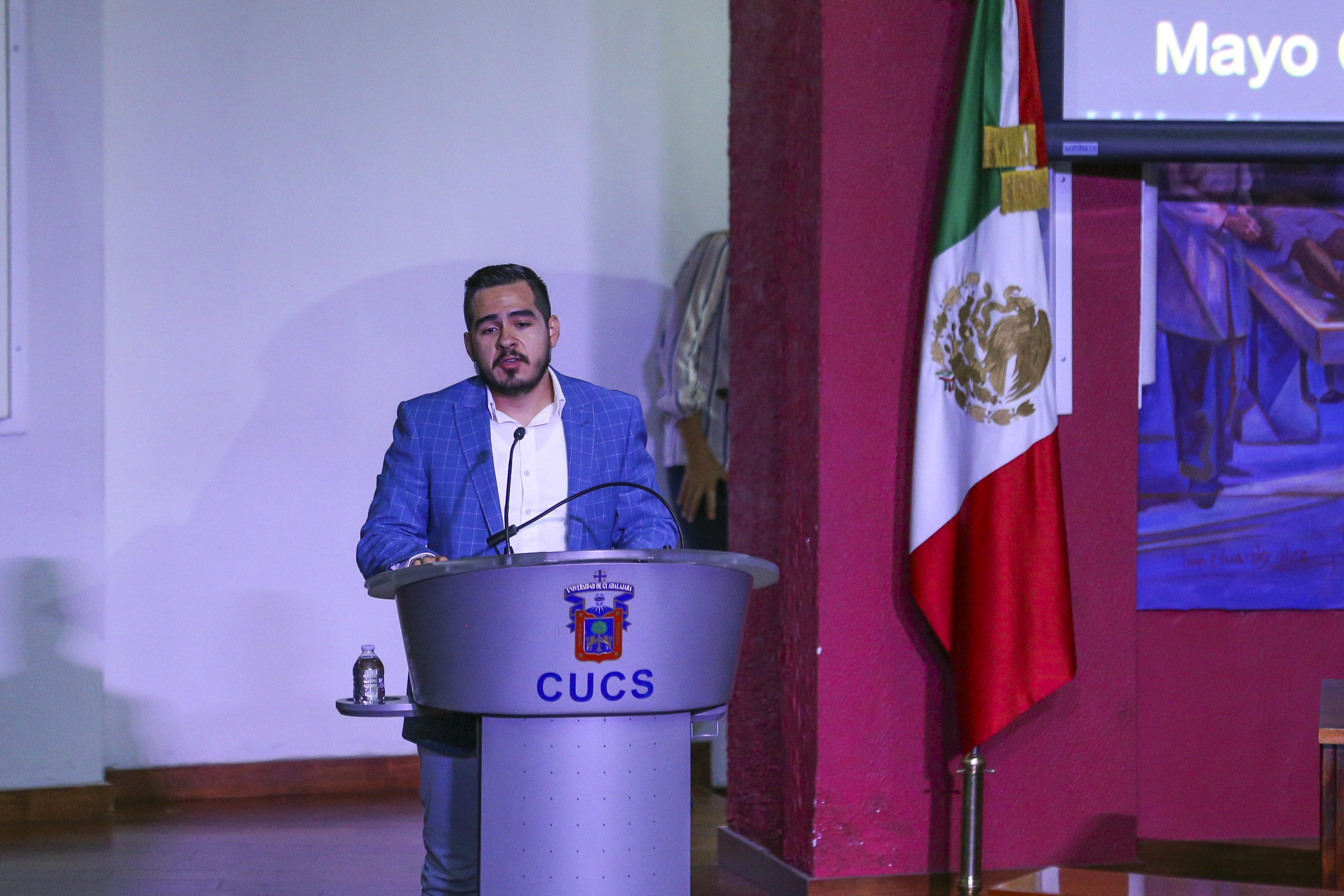Conferencista en podium