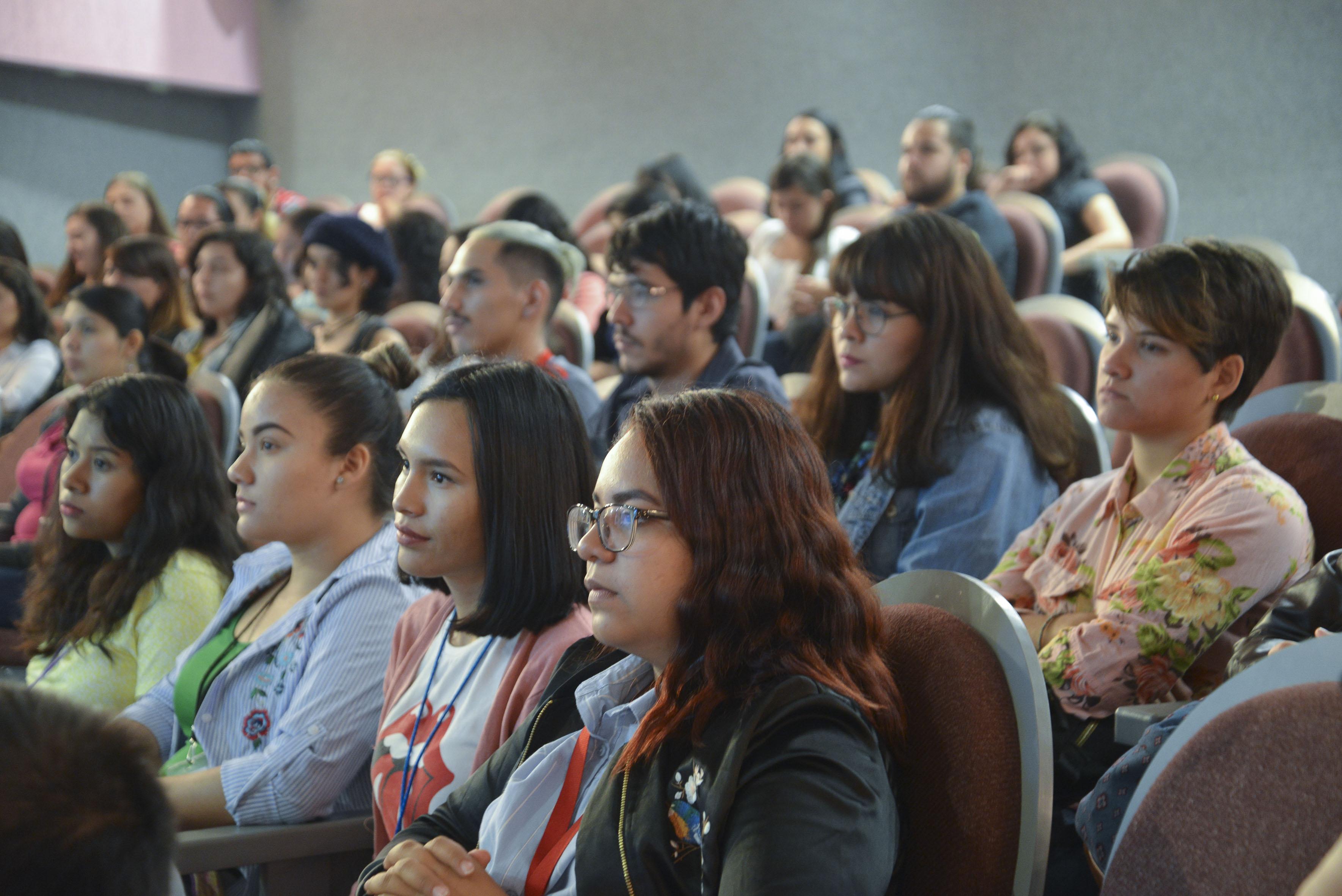 Alumnos asistentes a la conferencia