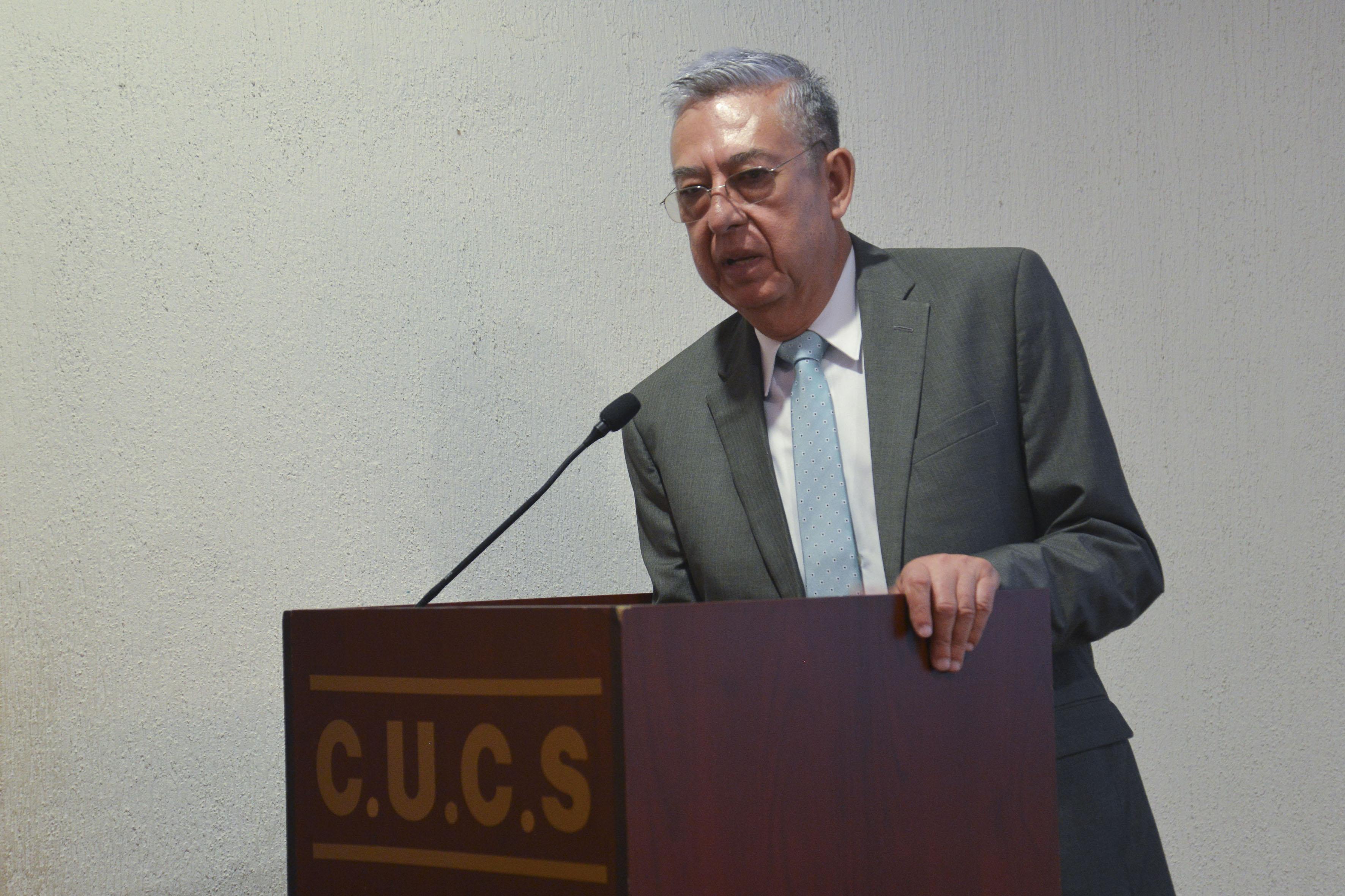 Dr. Zambrano Guzmán inaugurando el evento