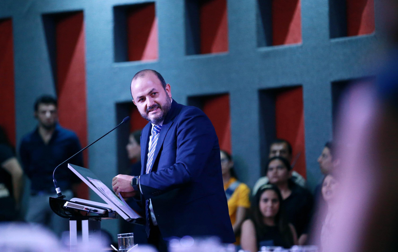 Rector general ofrece apoyo al Dr. Muñoz durante la ceremonia de la toma de protesta