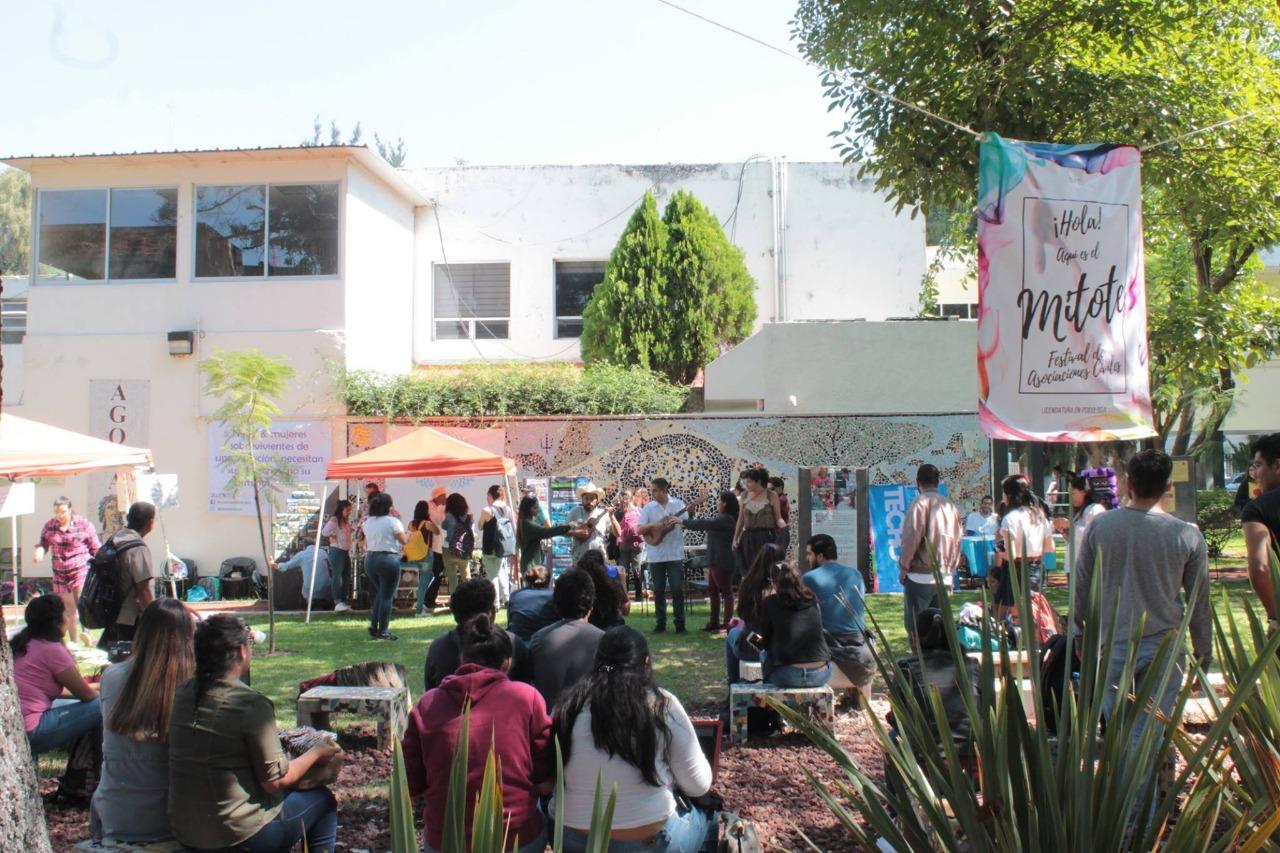 Alumnos participando en el Festival de las Asociaciones Civiles