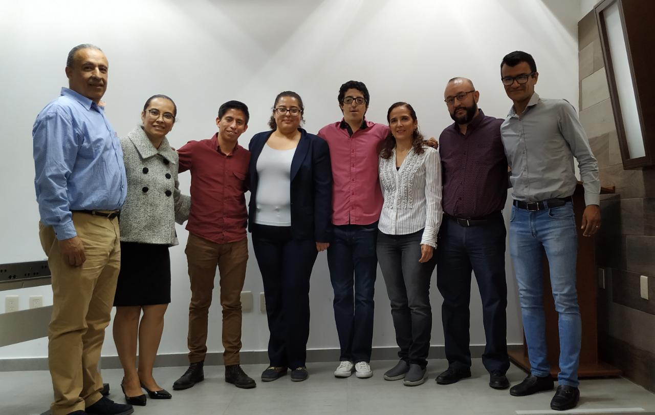 Foto grupal donde aparece el ponente