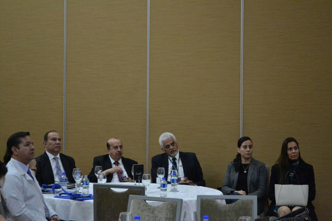 Profesores investigadores del CUCS y del Hospital Civil como asistentes al curso