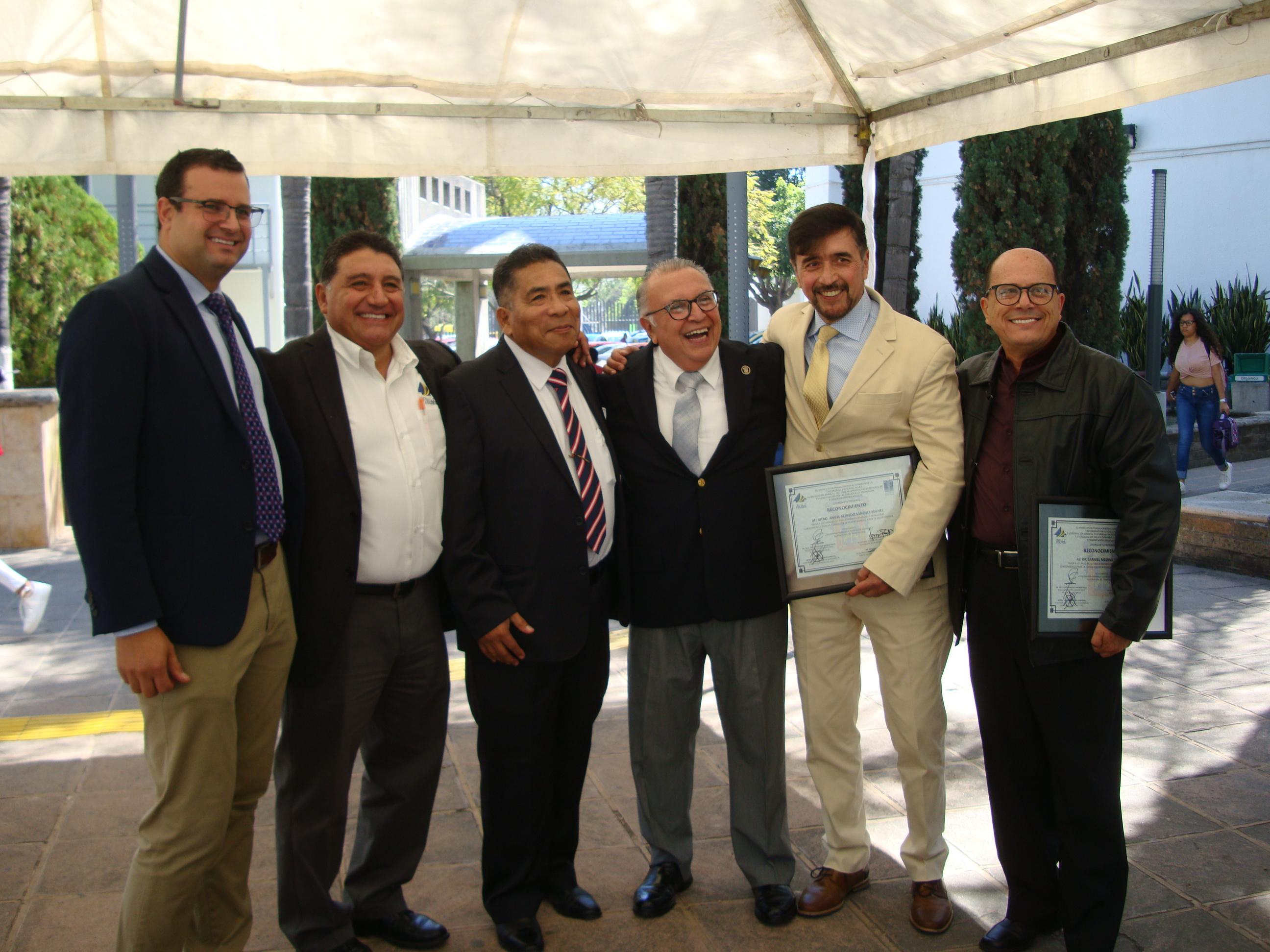 Profesores reconocidos, foto grupal