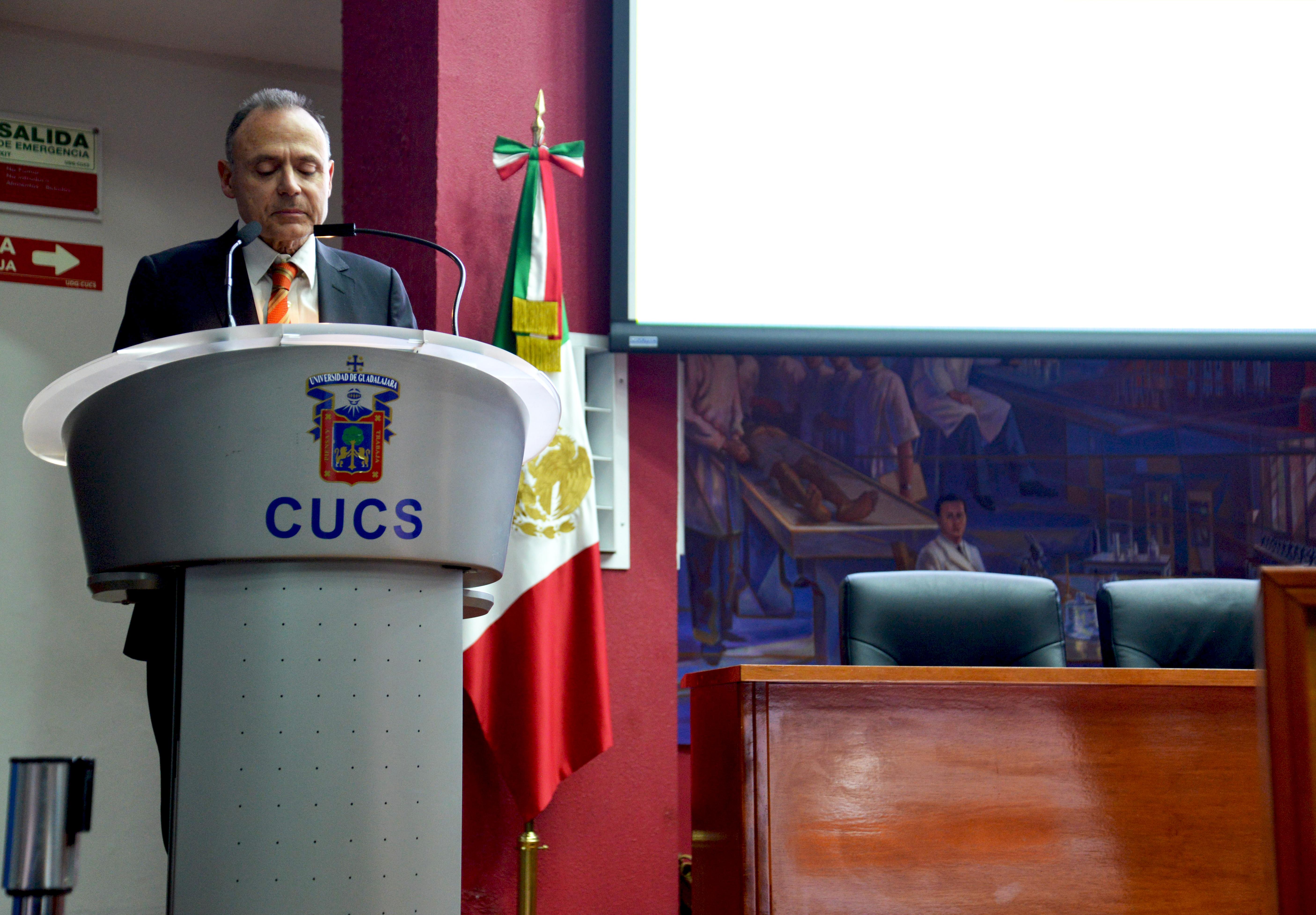 Dr. Vicente Garrido Genovés, dictando conferencia en CUCS