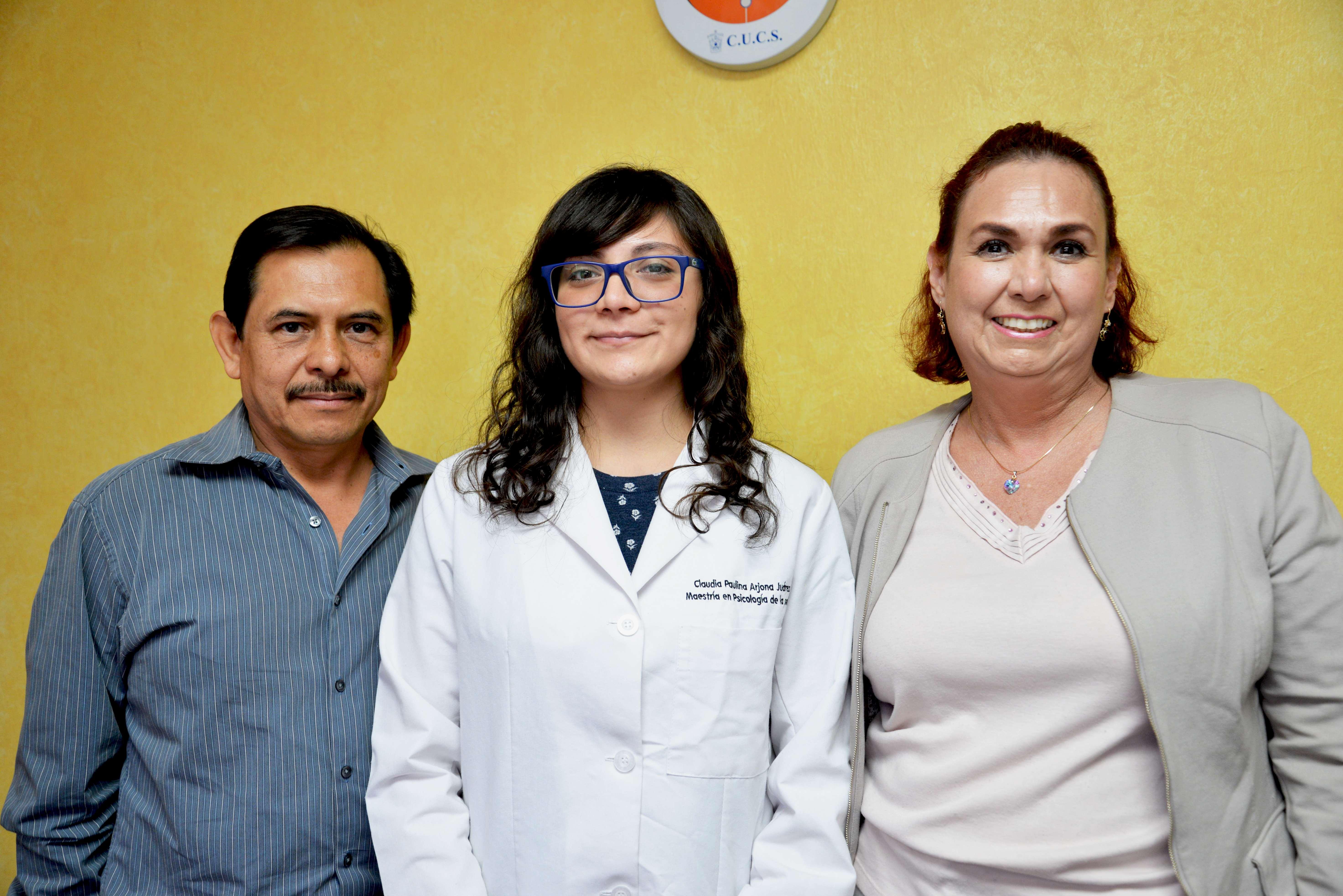 Directores de Tesis y alumna de Maestría en Psicología de la Salud