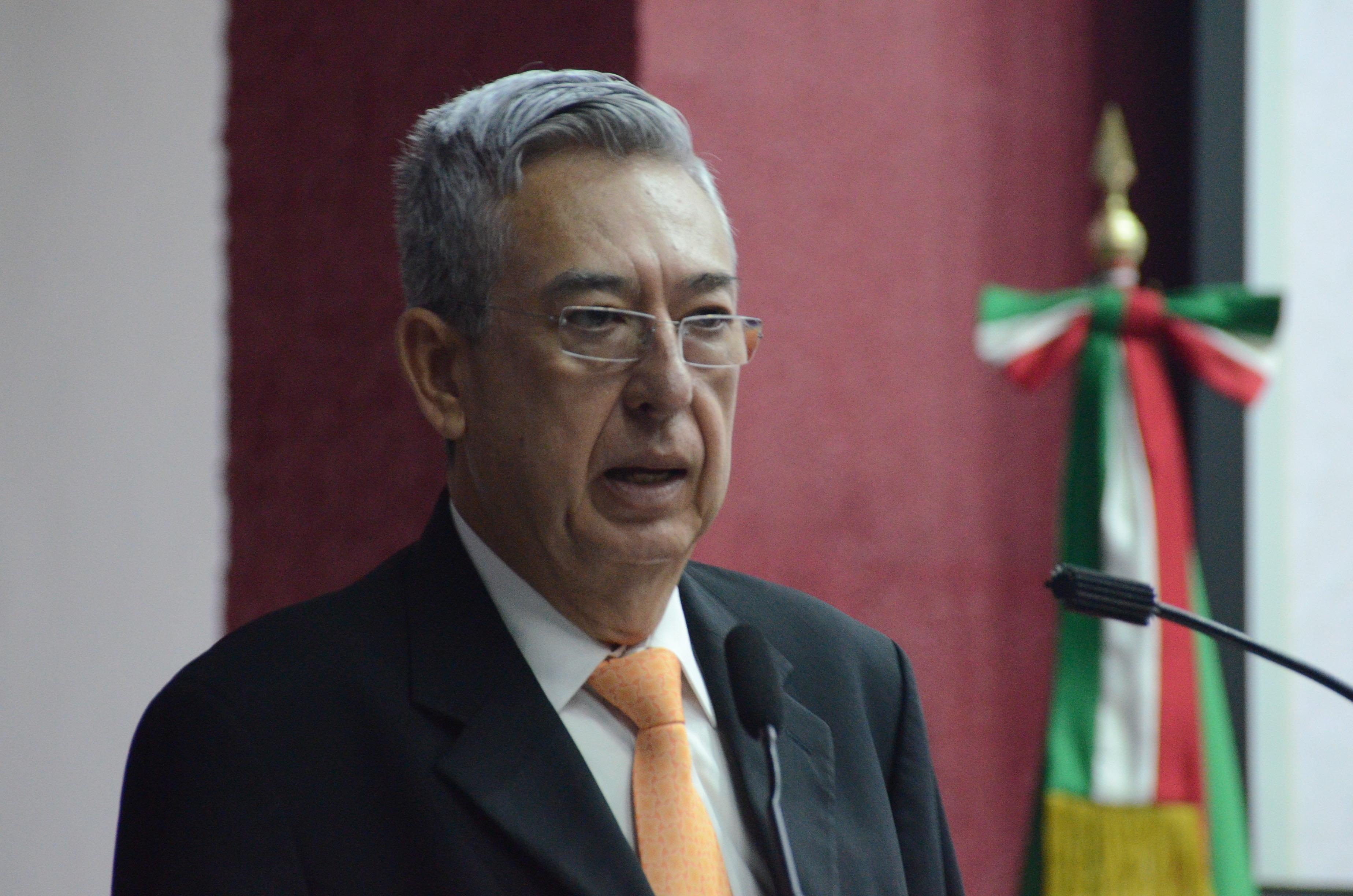 Dr. Rogelio Zambrano Guzmán, dando mensaje de bienvenida