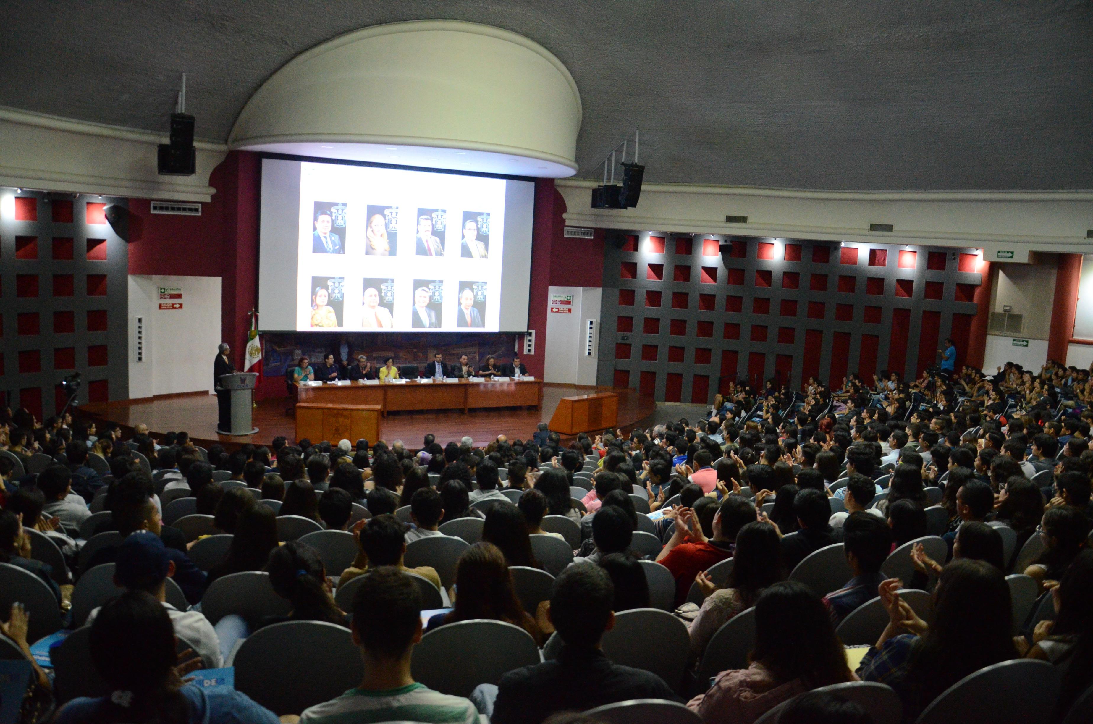 Vista general del auditorio que permite ver lleno total