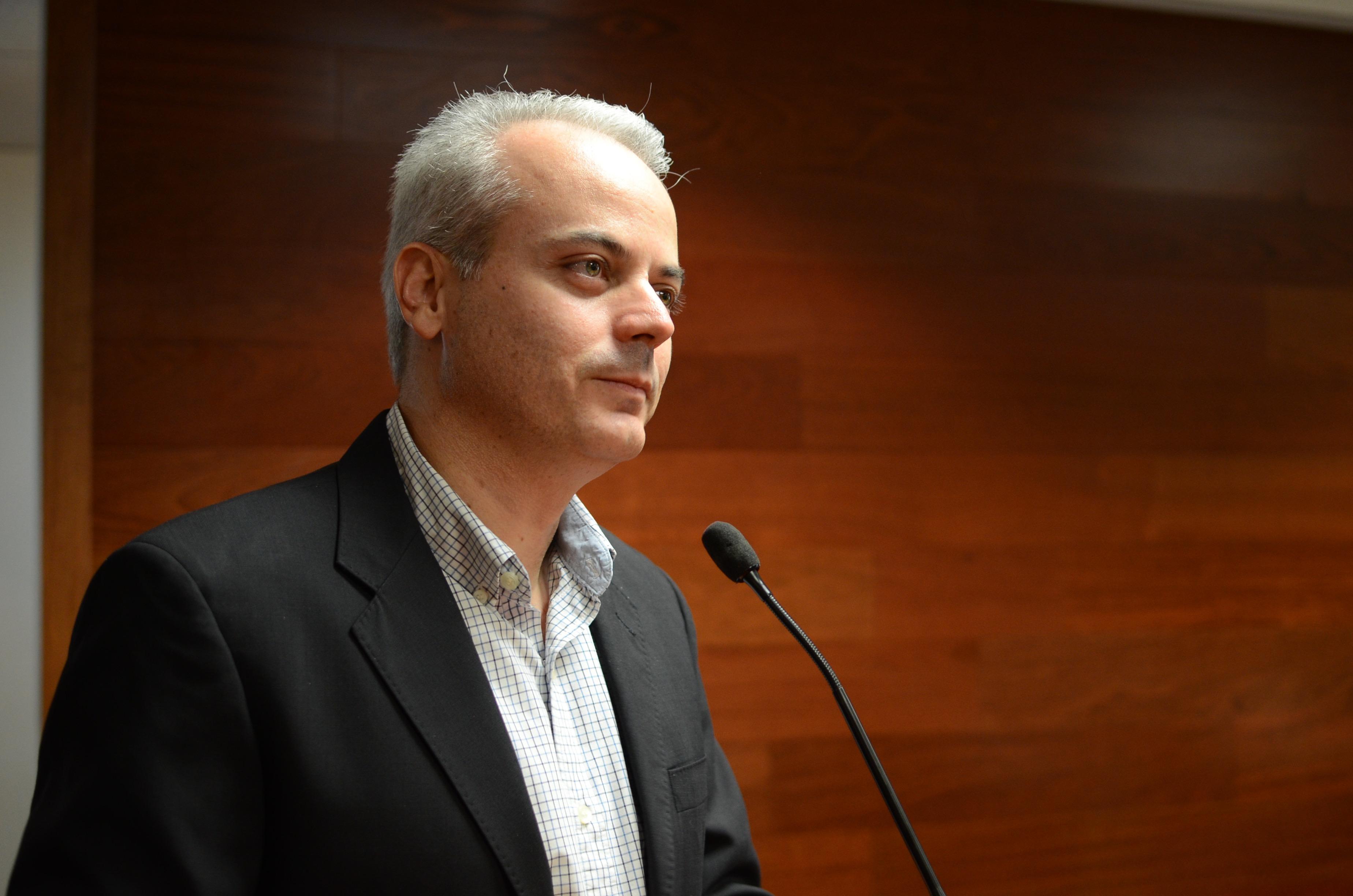Dr. Giordano Pérez Gaxiola haciendo uso de la voz