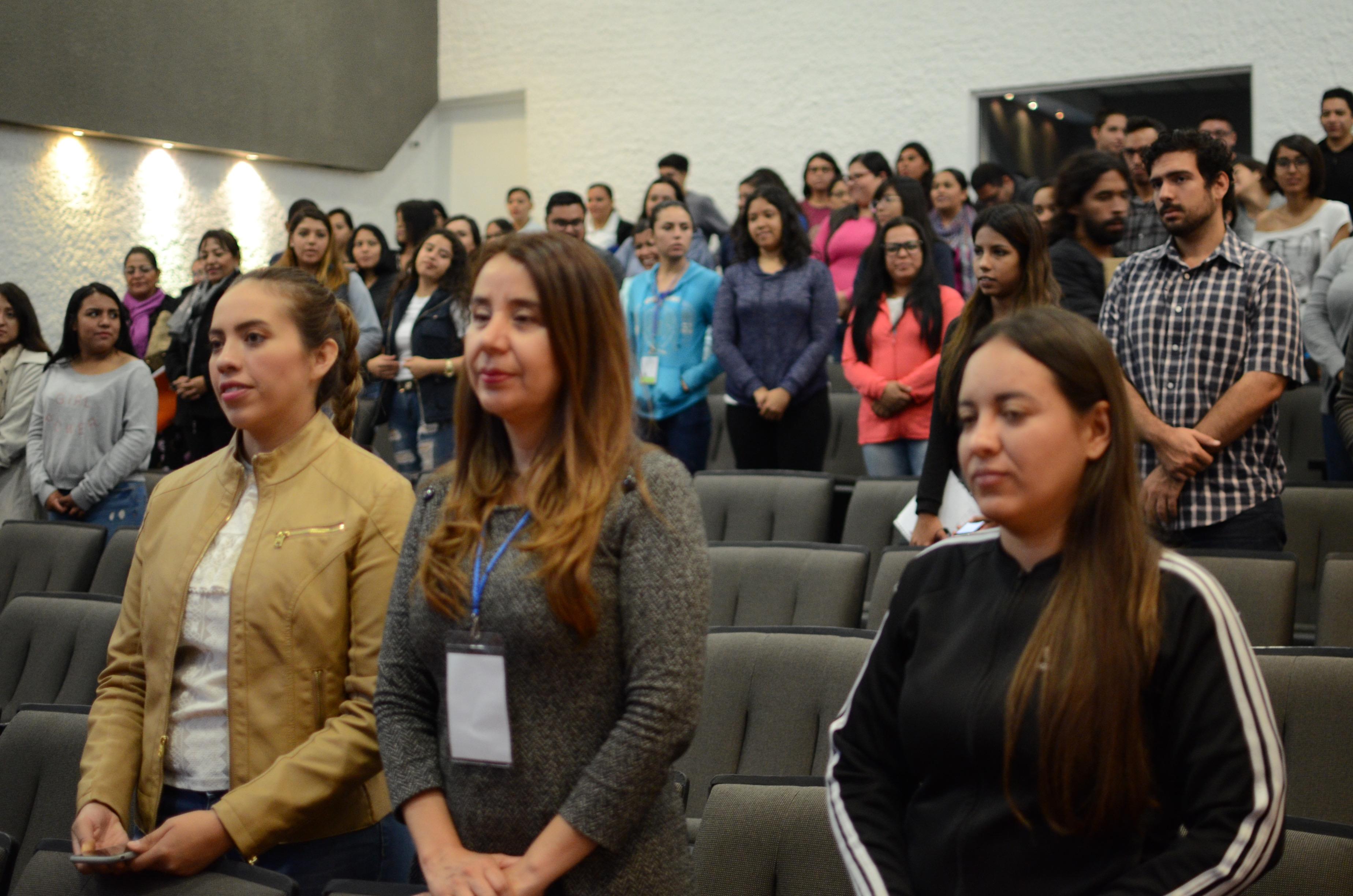 Alumnos asistentes al Coloquio