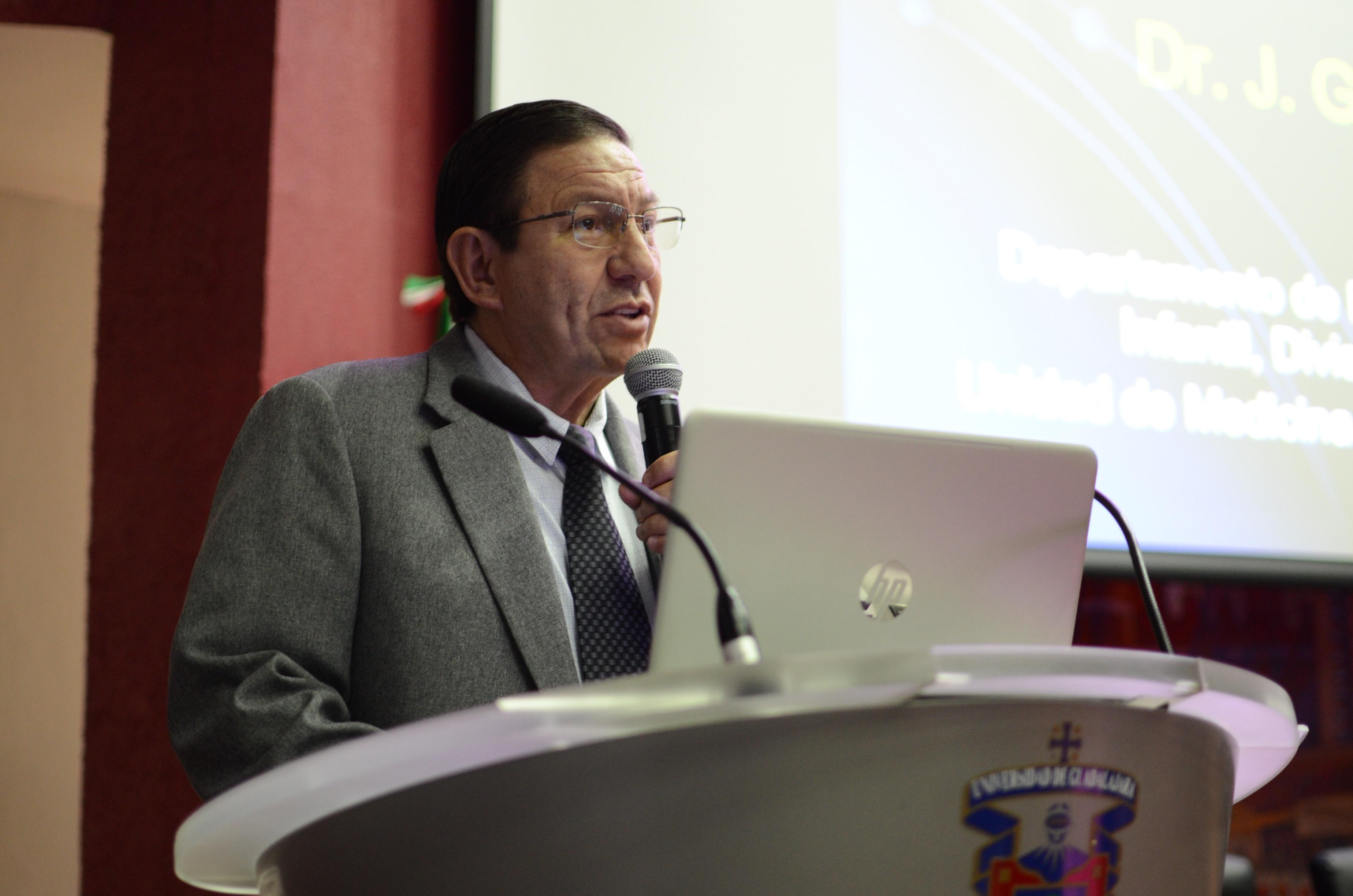 Profesor CUCS impartiendo curso