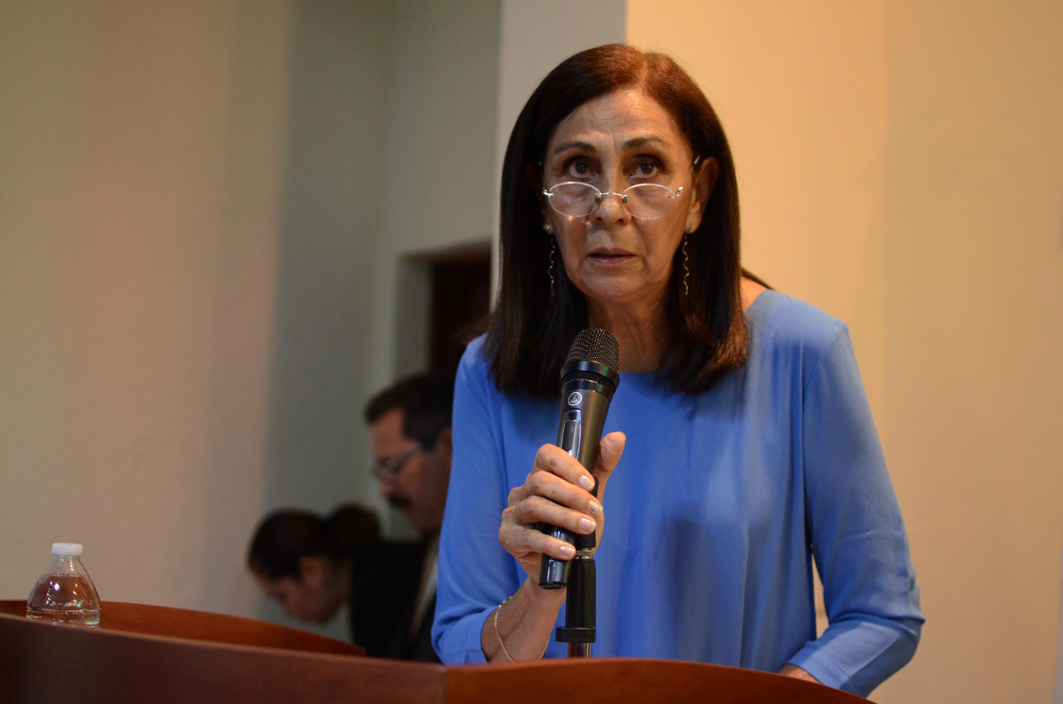Mtra. Sofía Morfín Zepeda tomando la palabra en el XXXV Aniversario Lic. Cultura Física y Depoortes