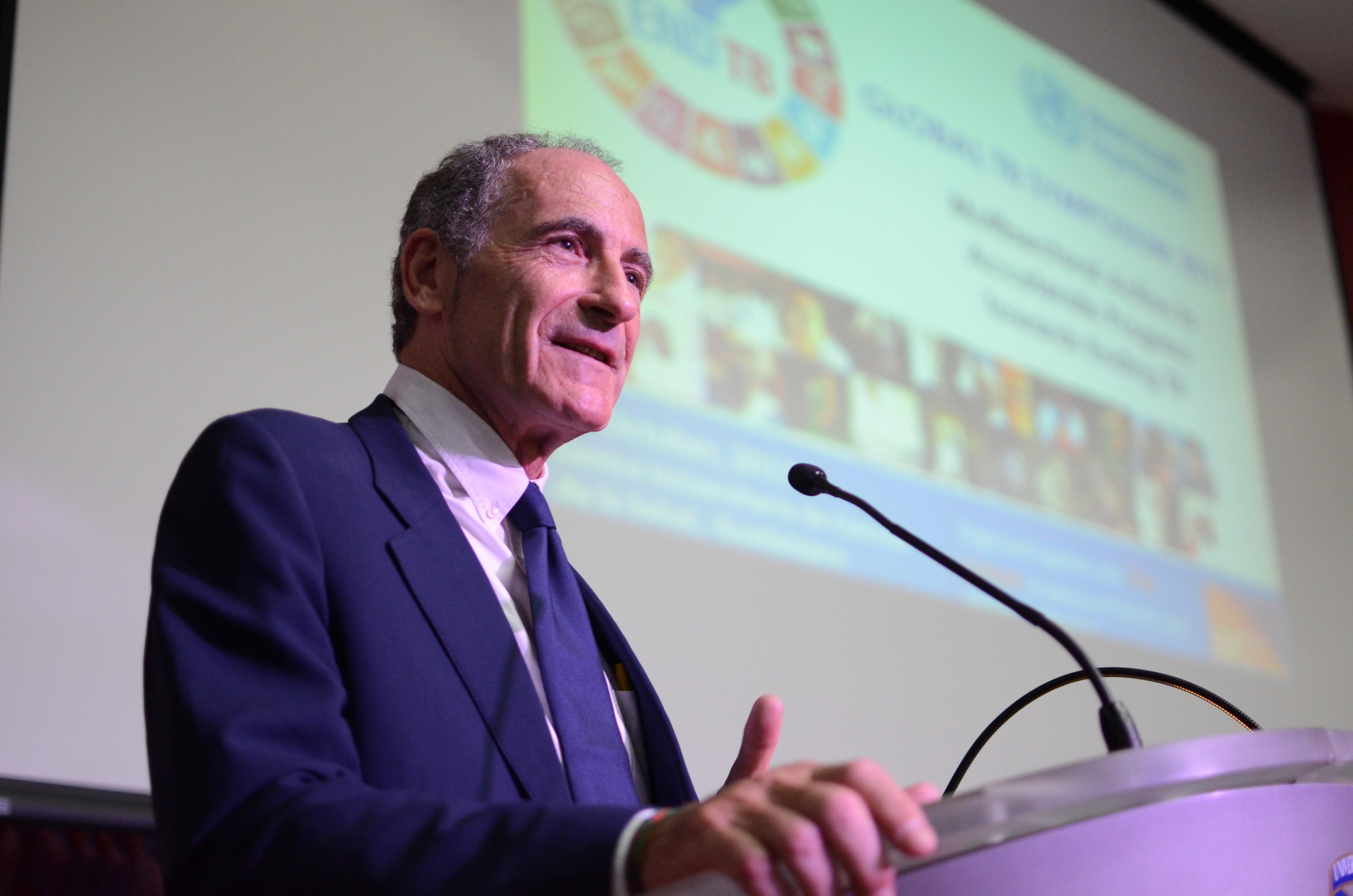 Dr. Massimo Ghidinelli habla durante la bienvenida al Simposio Global de Tuberculosis
