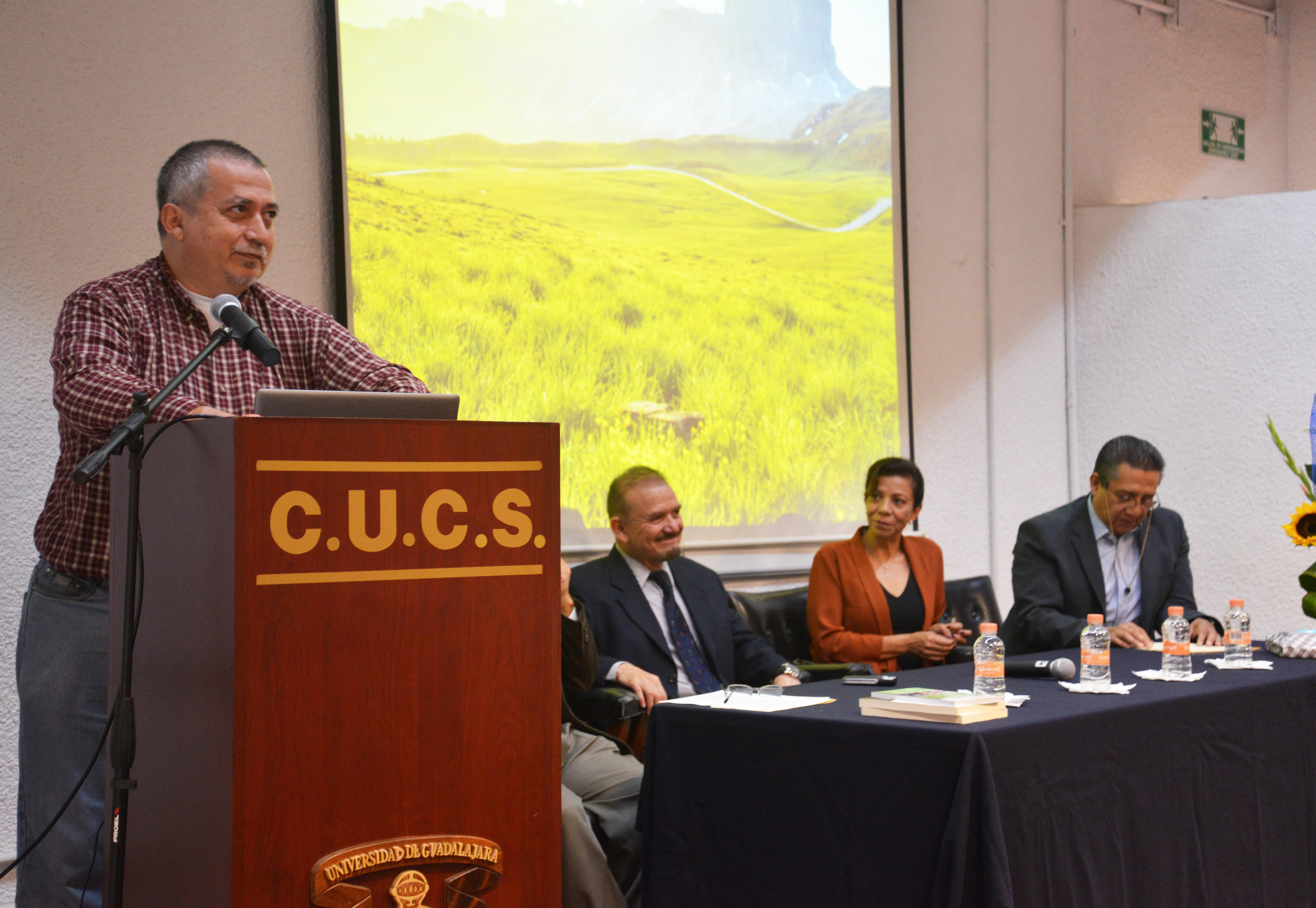 Dr. Miguel Raygoza Anaya compartiendo vivencias con el finado Dr. Eduardo Efraín Flores