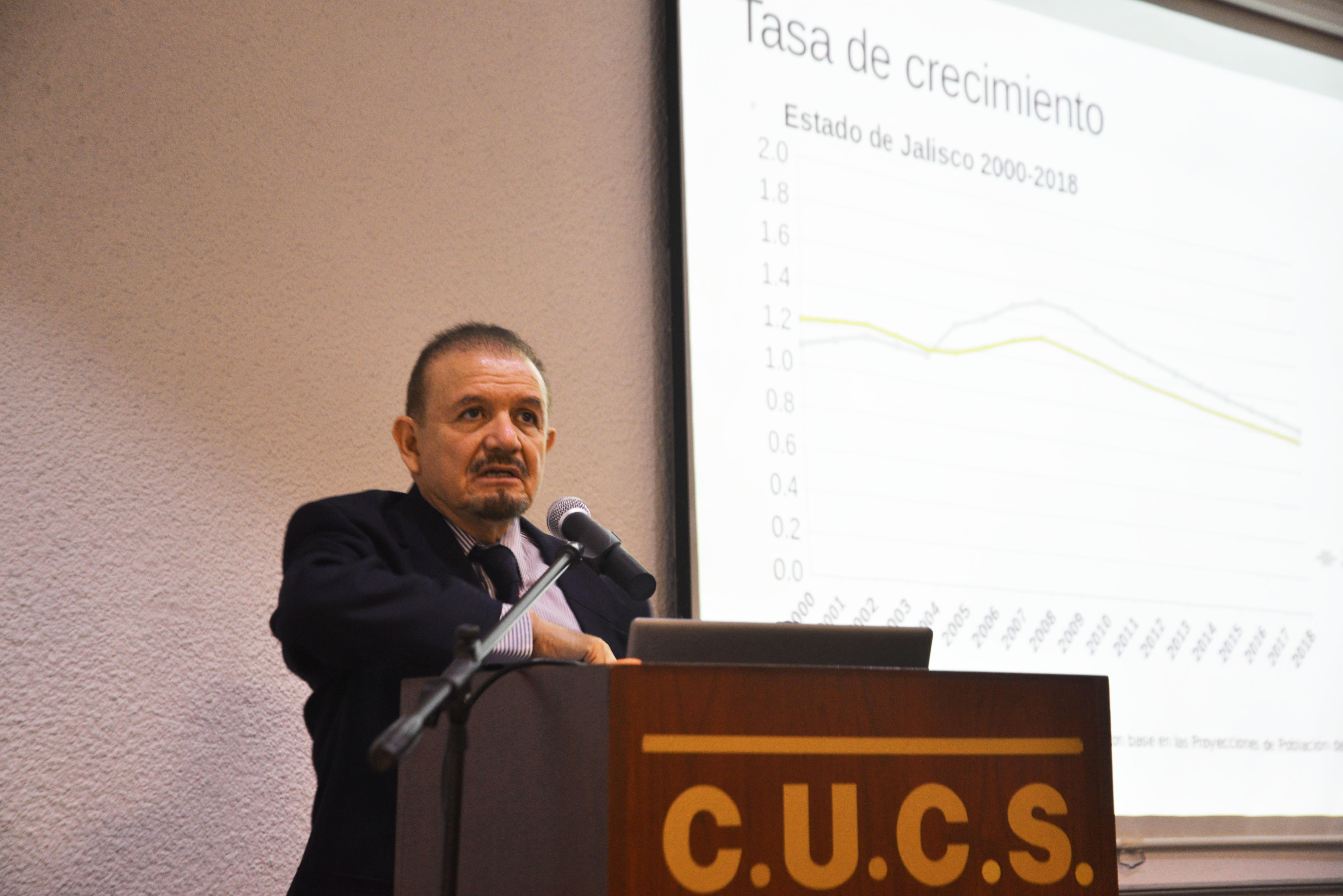 Dr. José Luis Vázquez Castellanos dictando conferencia