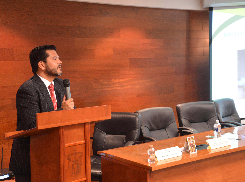 Secretario Técnico del CETOT impartiendo conferencia en CUCS