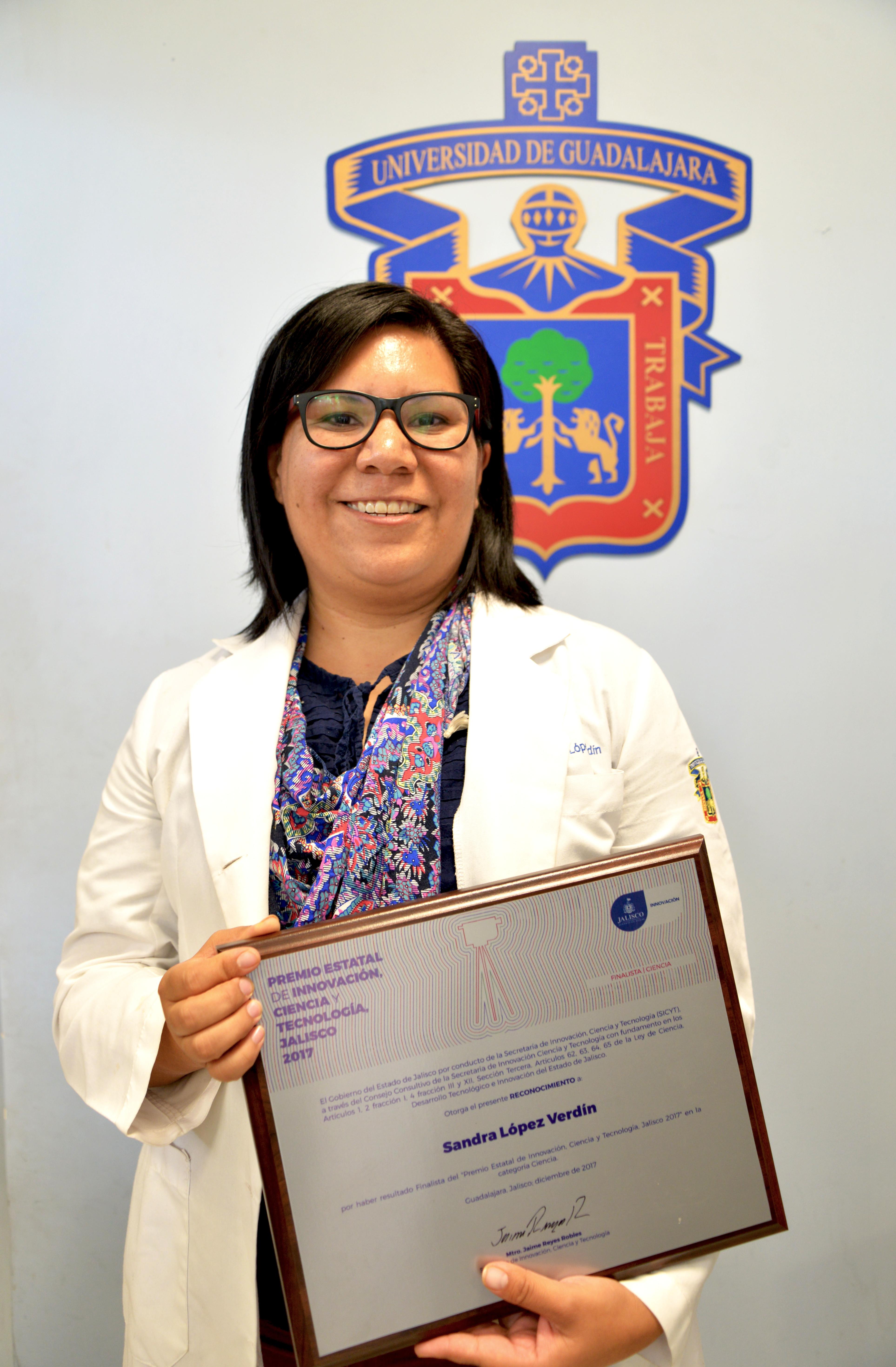 Dra Sandra López Verdín exhibe su reconocimiento